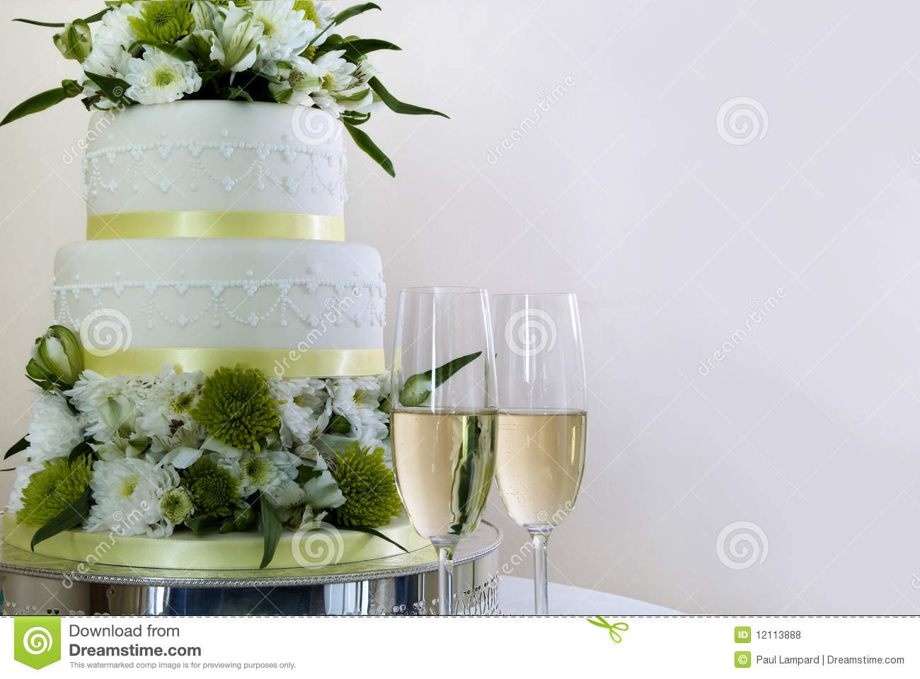wedding cake and champaign royalty free stock photos image 12113888