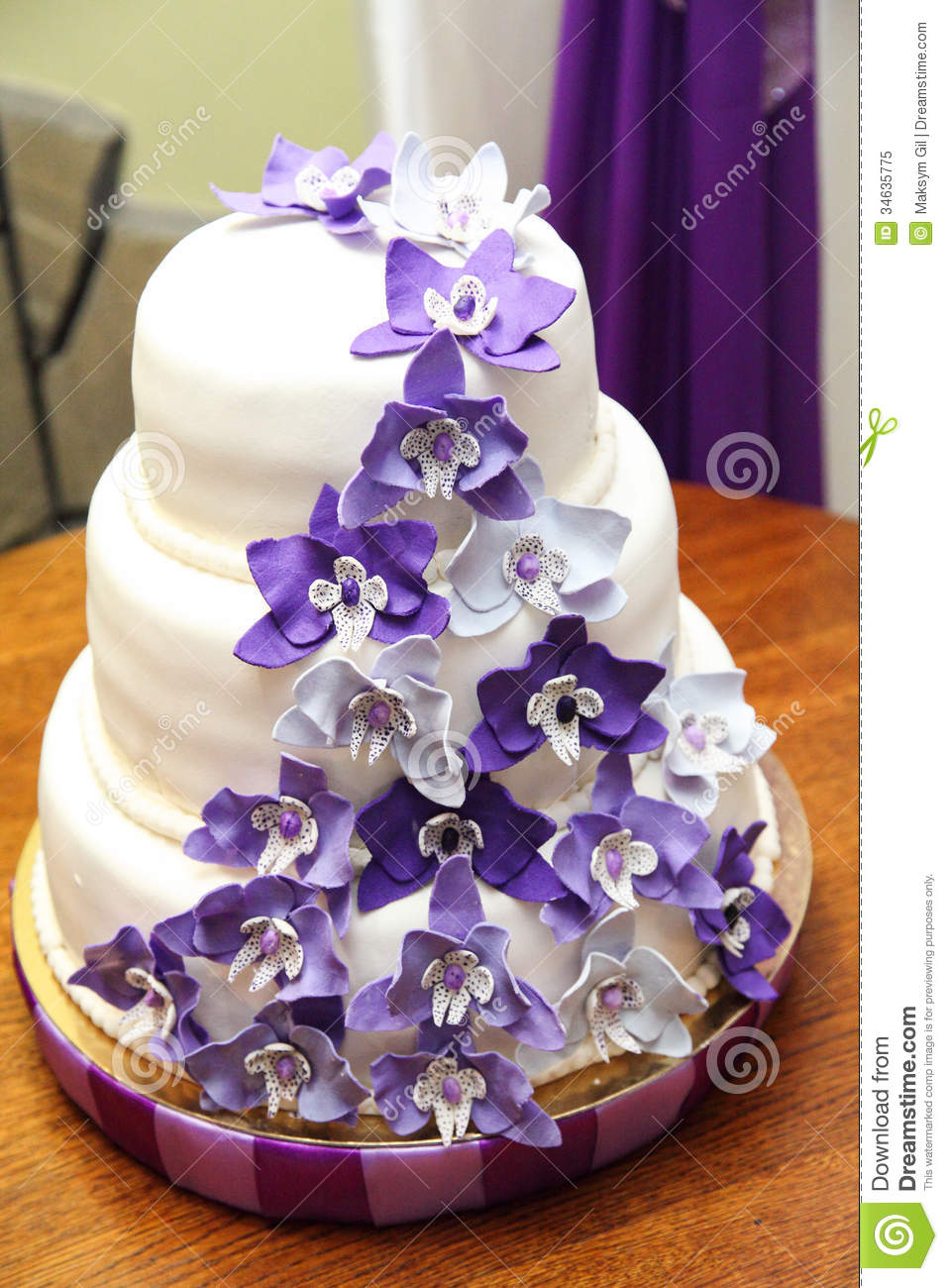Cake Decorating Stock Images : Wedding Cake Royalty Free Stock Photo - Image: 34635775