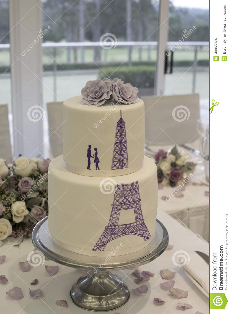 Wedding Cake With Silhouette Of A Couple And The Eiffel