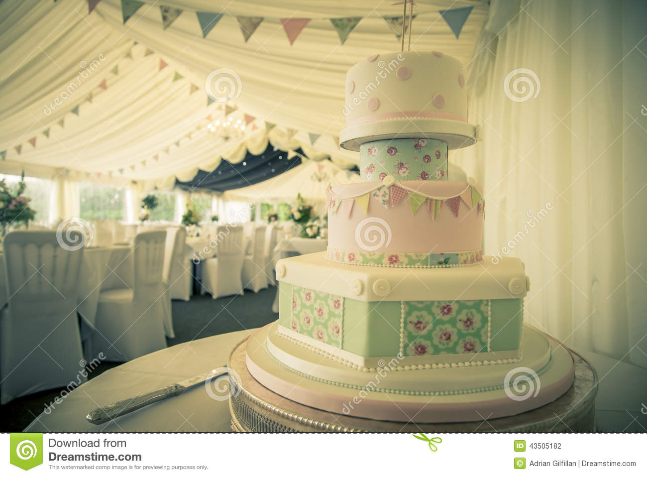 Wedding cake vintage stock photo. Image of wedding, bouquet - 43505182