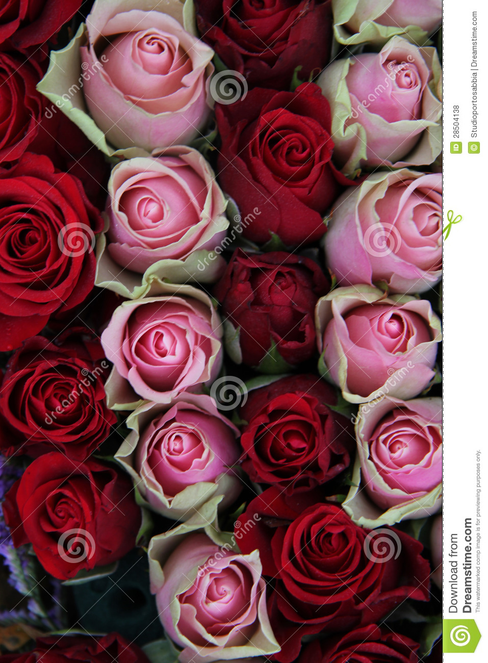 Red And Pink Bedroom: Wedding Centerpiece In Red And Pink Stock Photo