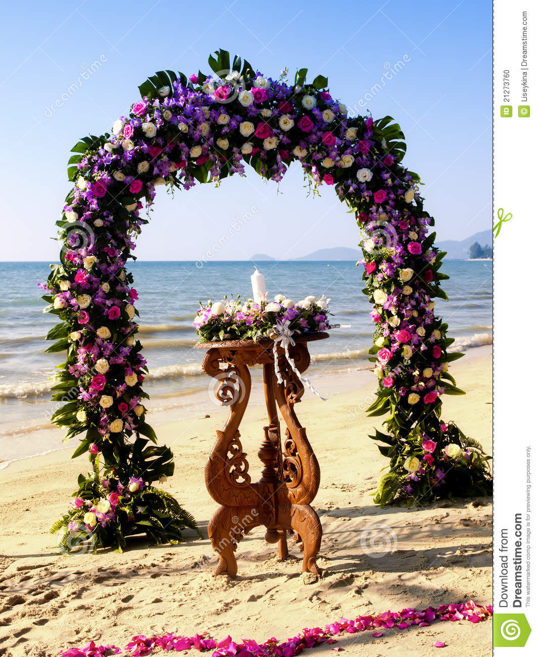 Belongil Beach Wedding Ceremony: Wedding Ceremony On A Beach Stock Photo