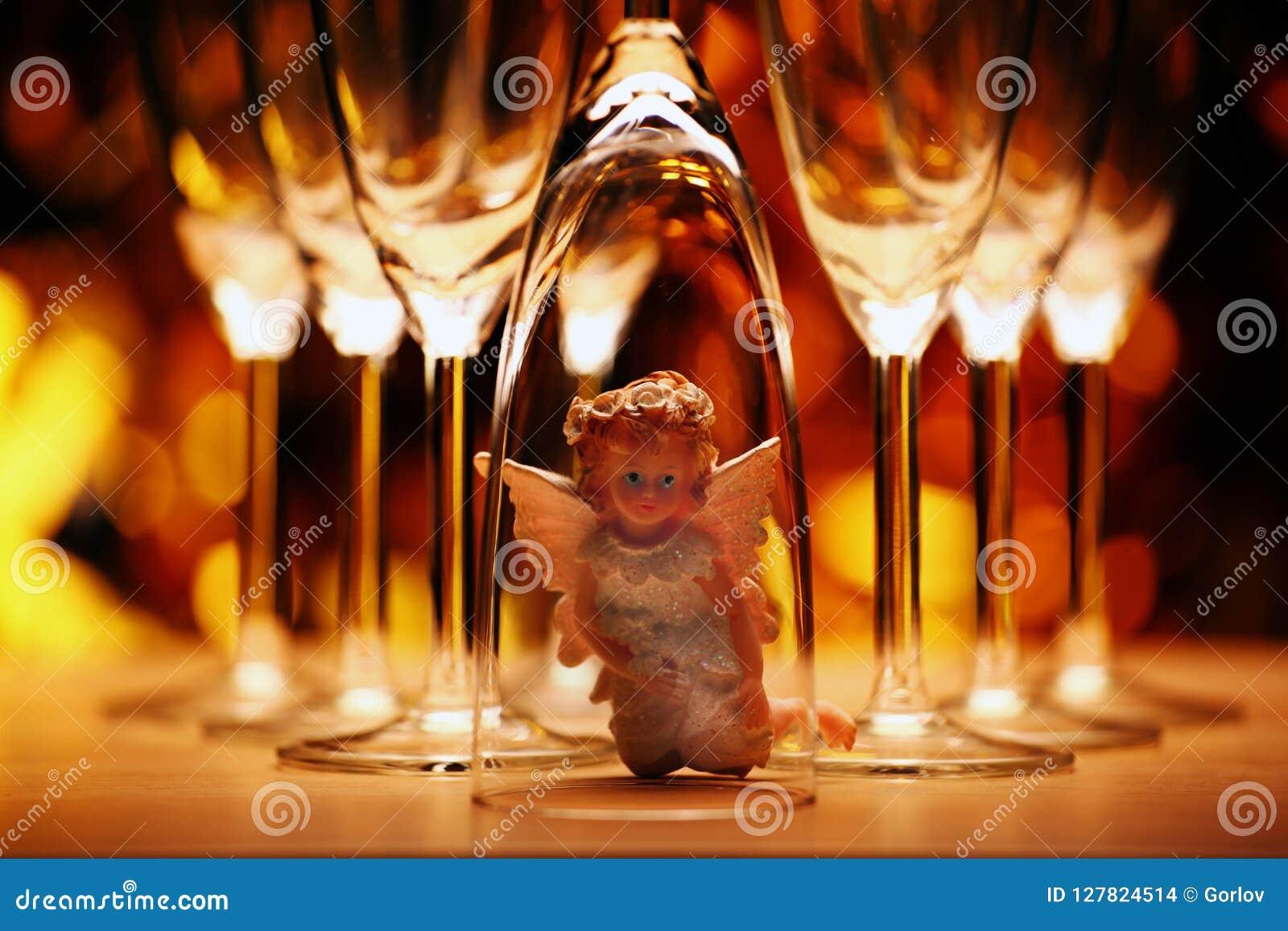 Wedding champagne glass Angel studio
