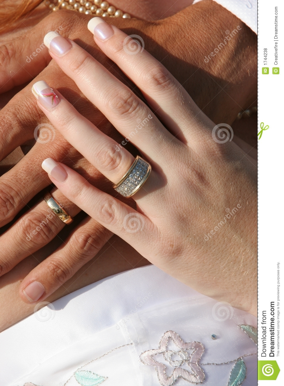 Wedding Couple - Hands And Rings Royalty Free Stock Photos ...
