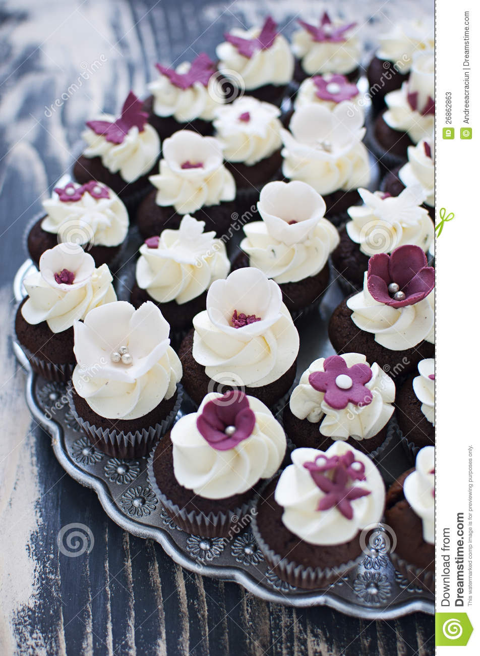 Wedding Cupcakes With Fondant Flower Decorations Stock Image Image