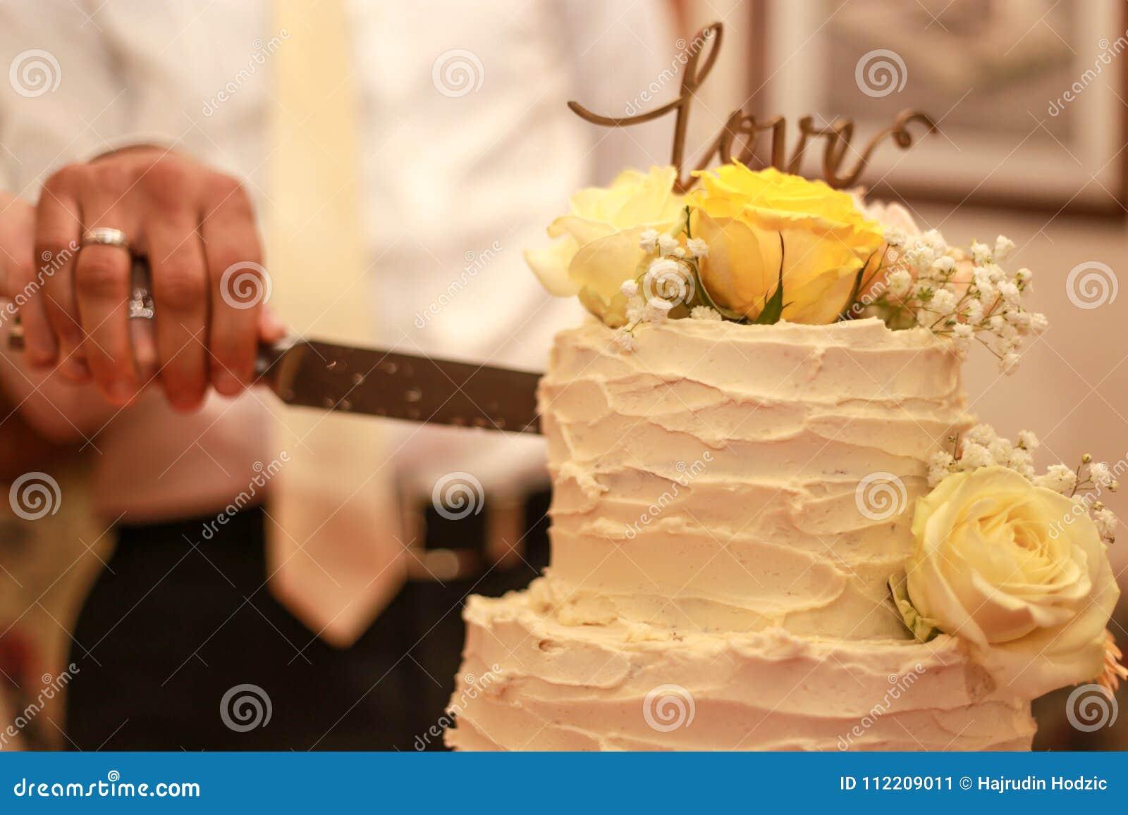 Wedding Day, Wedding Cake, Flower Decoration, Bride Cut Cake, So ...