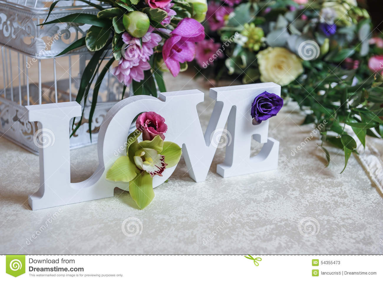 wedding decor love letters and flowers on table fresh. Black Bedroom Furniture Sets. Home Design Ideas