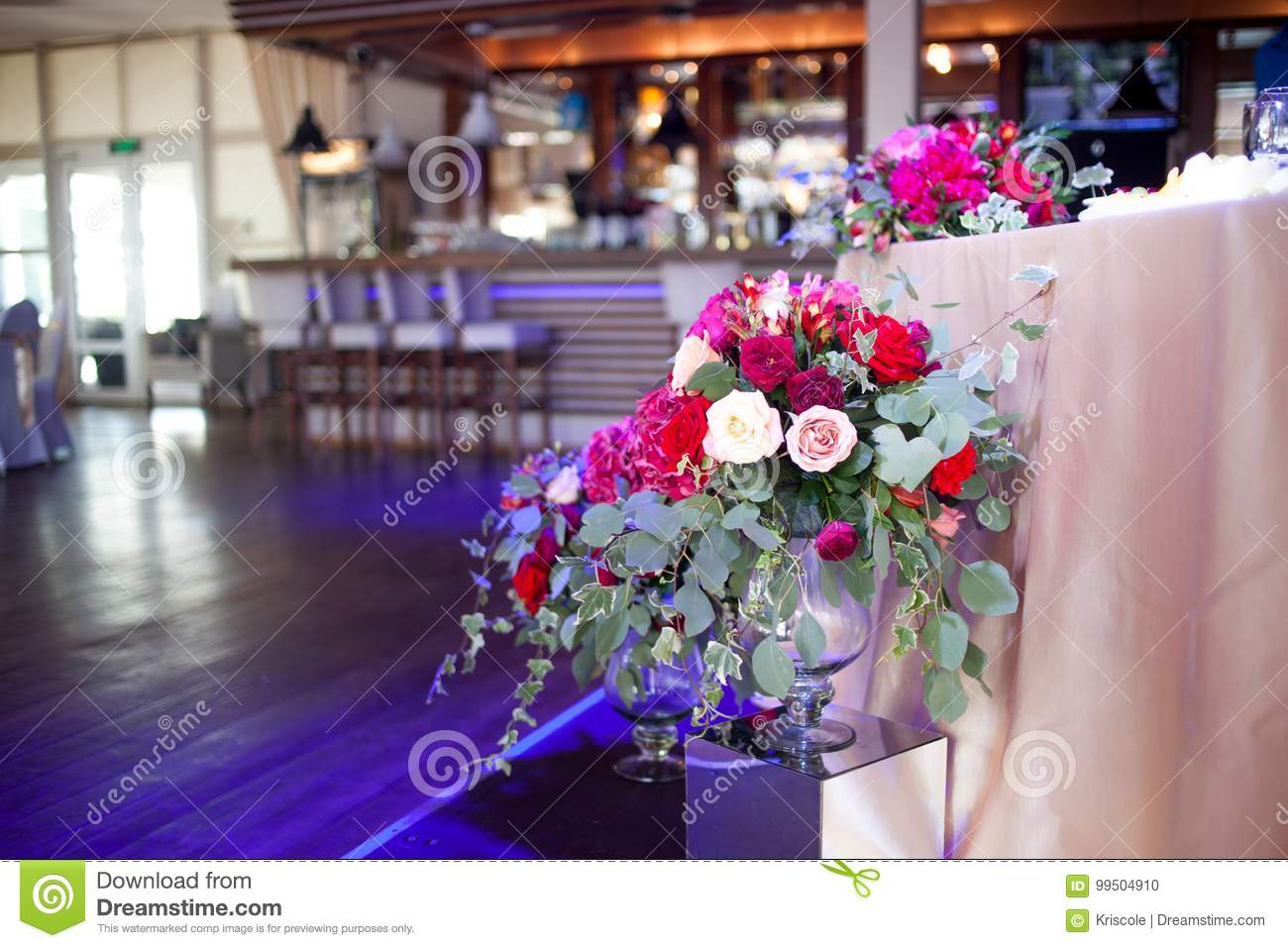 Wedding Decor. Red Flowers In The Restaurant, Table Setting Stock ...