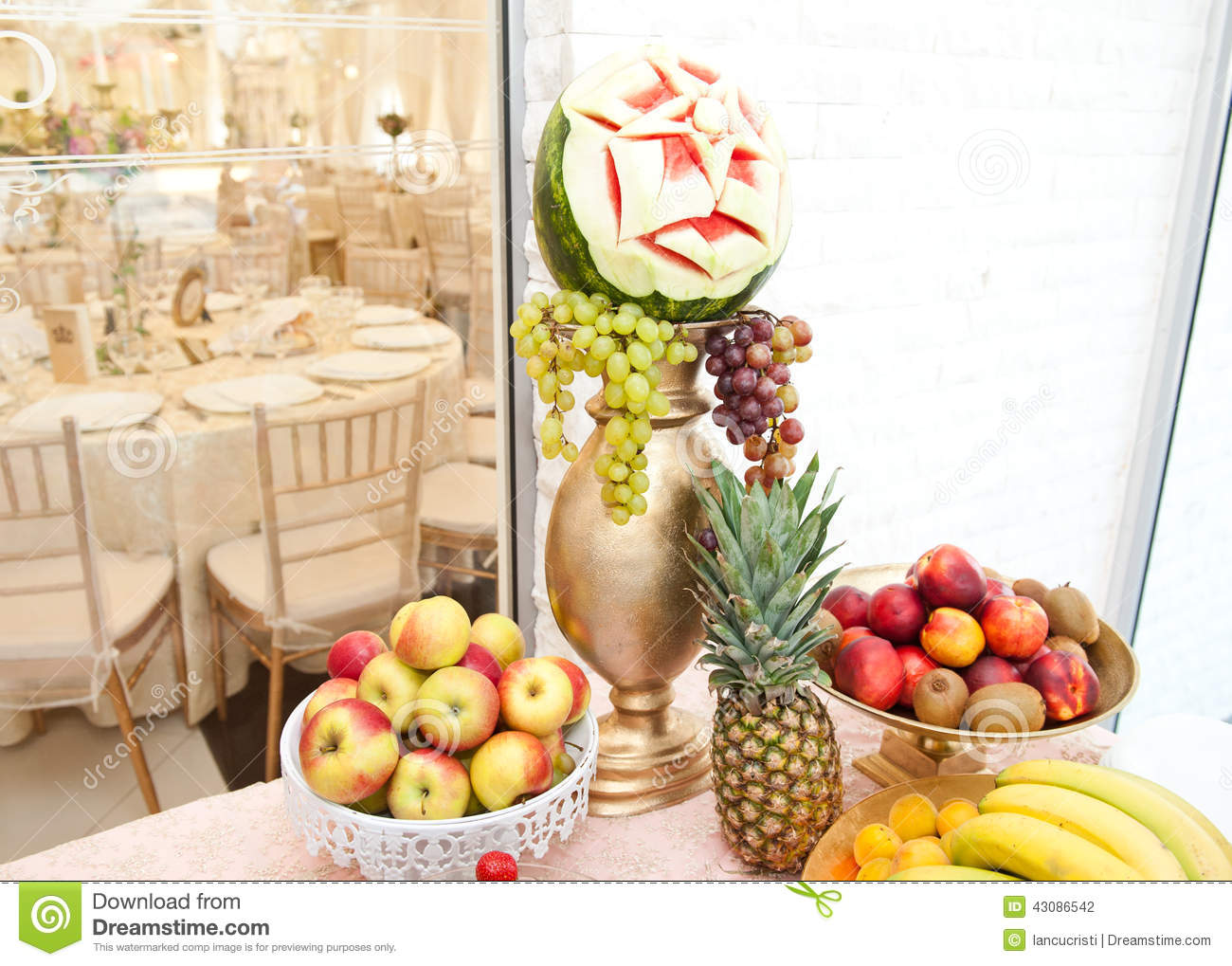 wedding decoration with fruits on restaurant table pineapple bananas nectarines kiwi stock. Black Bedroom Furniture Sets. Home Design Ideas