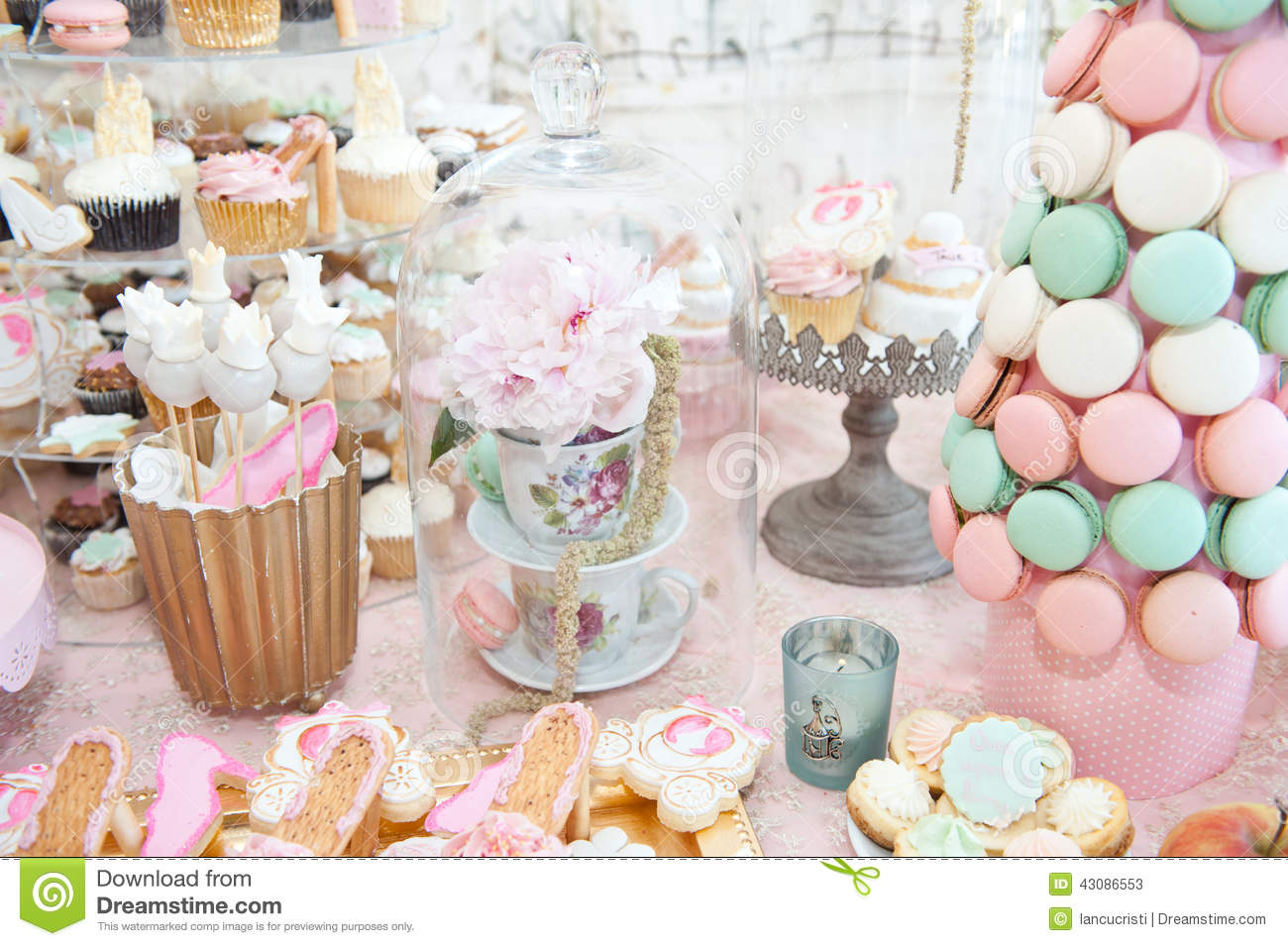 wedding decoration with pastel colored cupcakes meringues muffins and macarons stock image. Black Bedroom Furniture Sets. Home Design Ideas