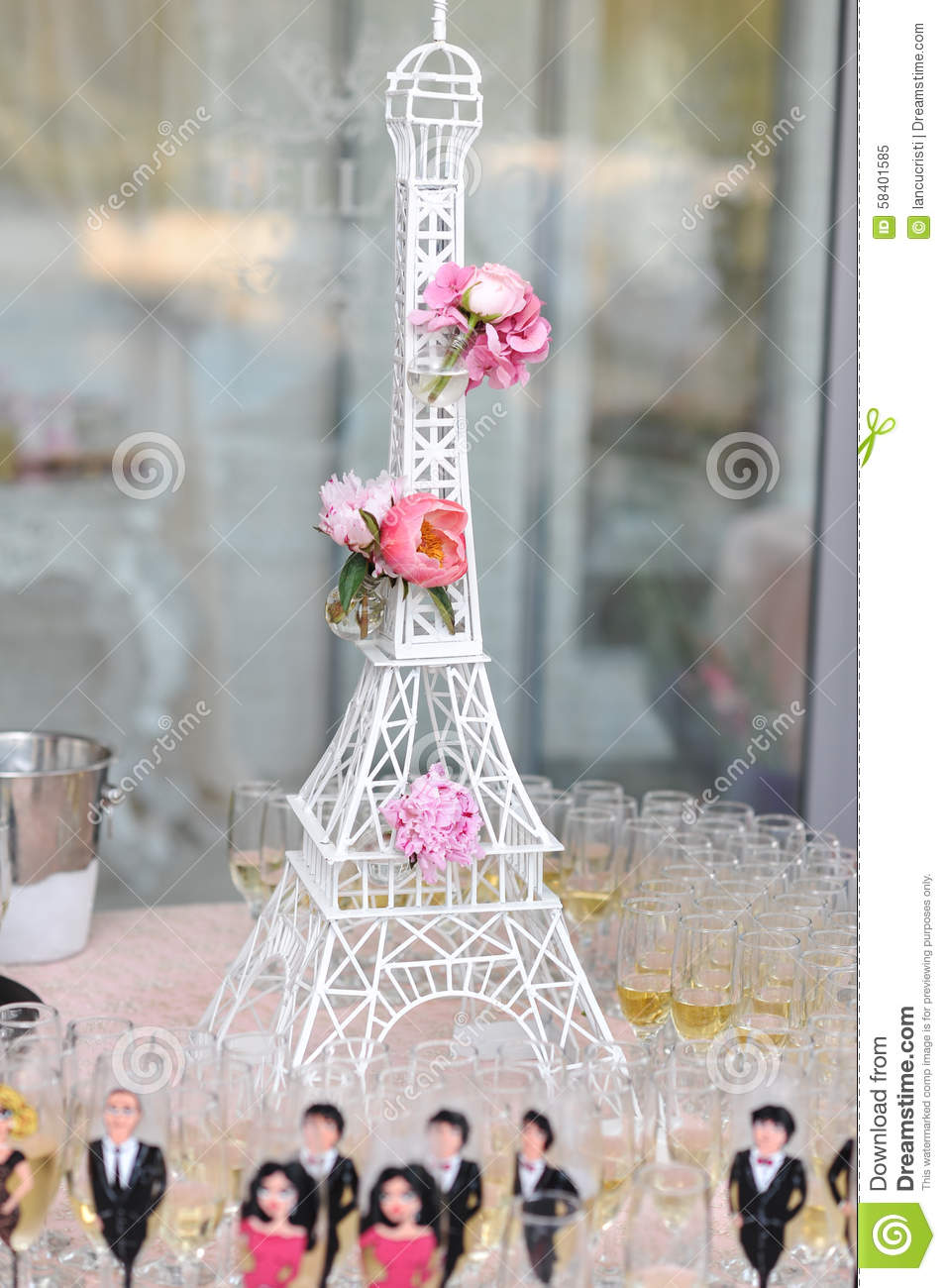 Eiffel Tower Decoration Wedding Decoration With Pink Roses On Eiffel Tower Miniature