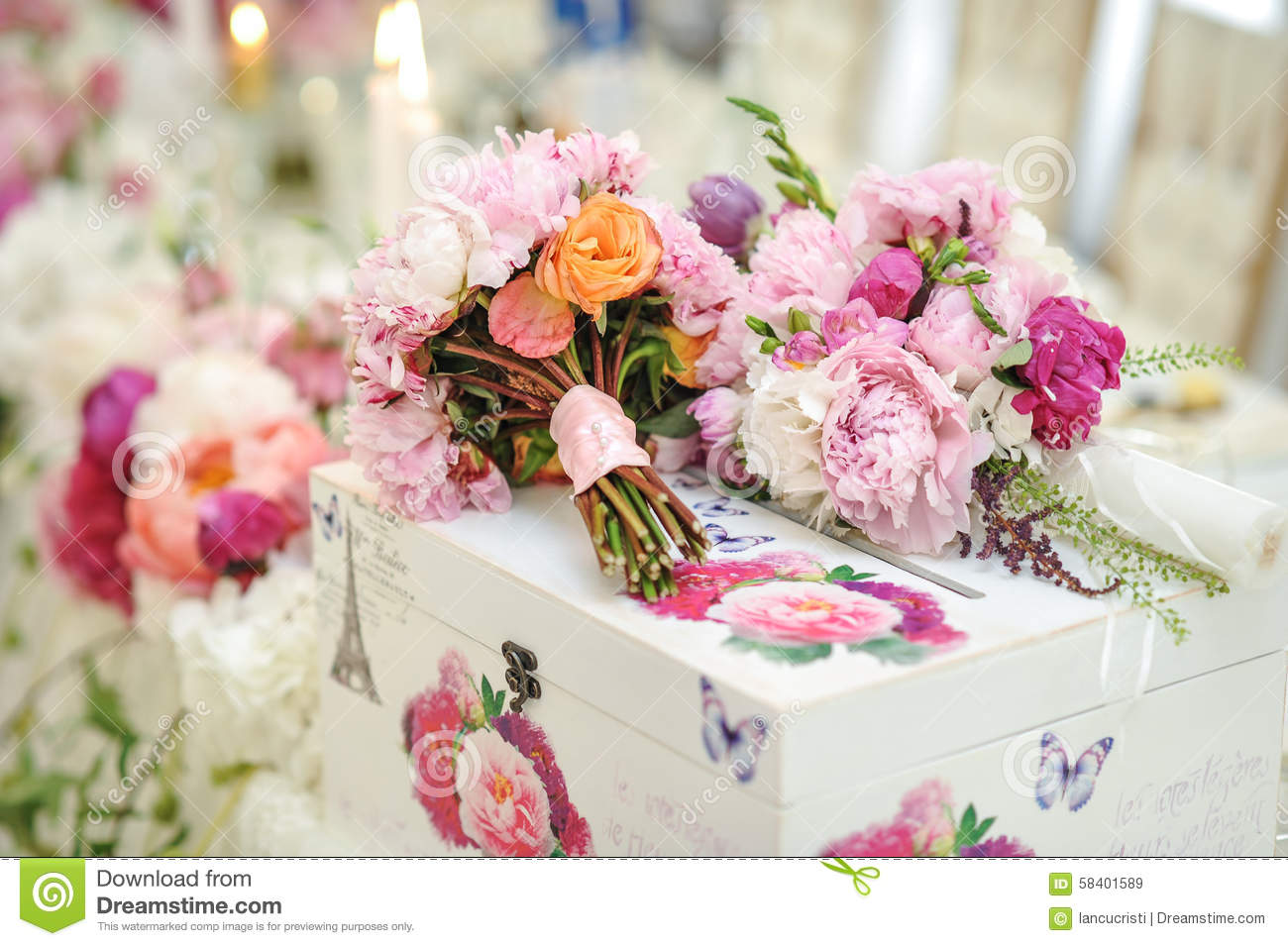 Wedding decoration on table floral arrangements and for Wedding decoration images