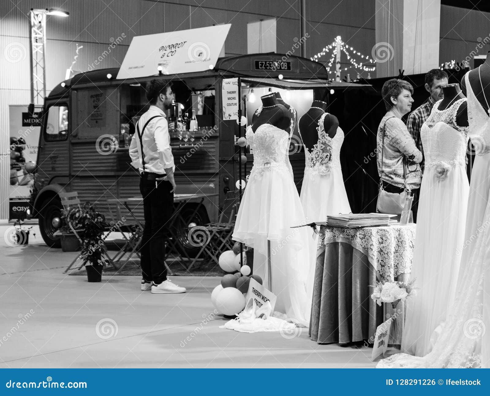 Wedding Exhibition Paris 2018 Food Truck And Vintage Dresses