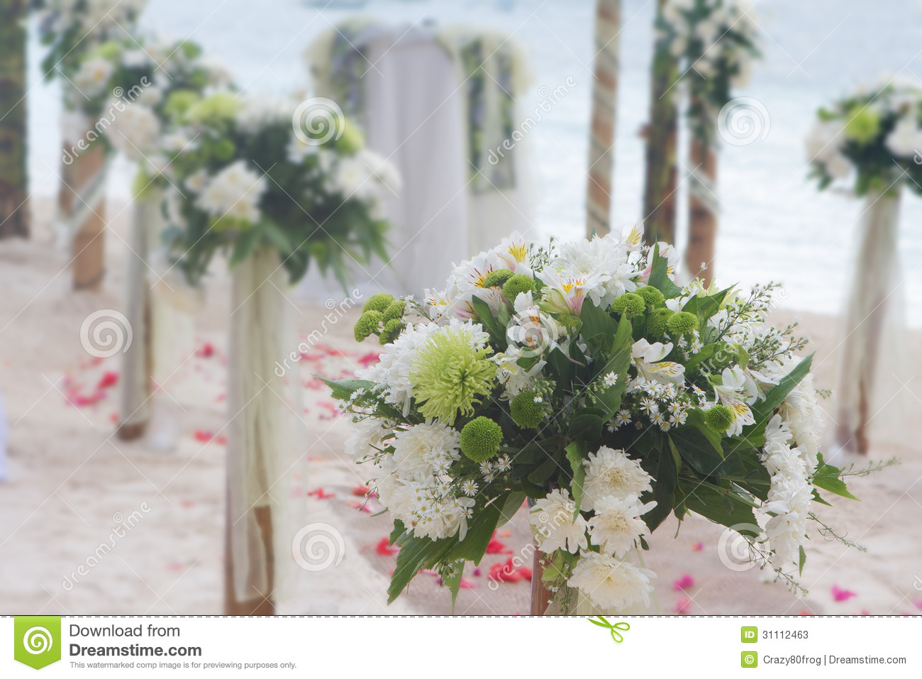 wedding flower arch post and decoration on beach stock image image of fresh flowers 31112463. Black Bedroom Furniture Sets. Home Design Ideas