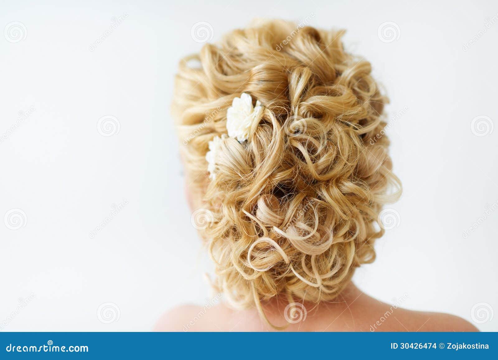 Прическа на свадьбу на средние кудрявые волосы фото