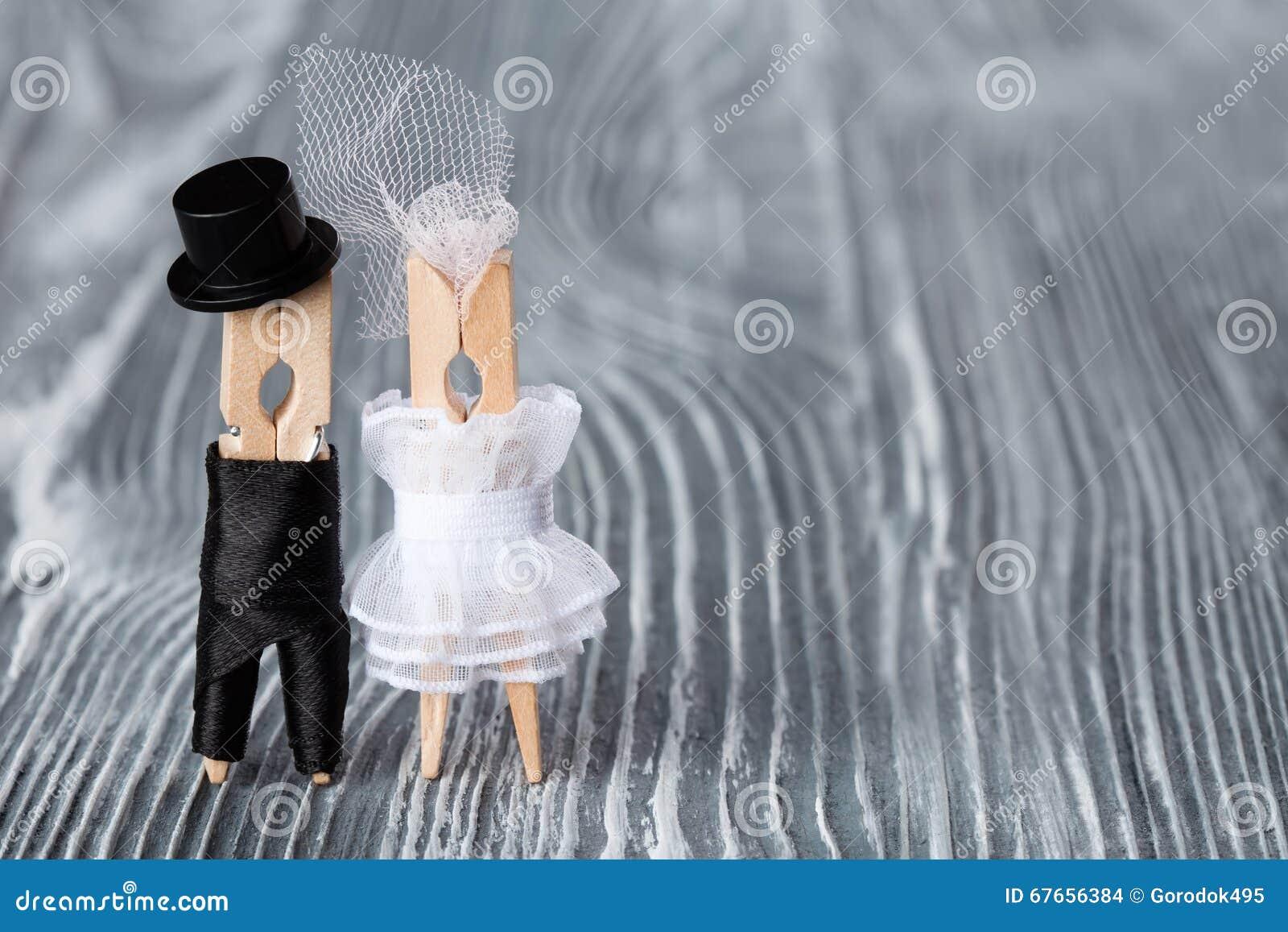 Жених и невеста из прищепок своими руками