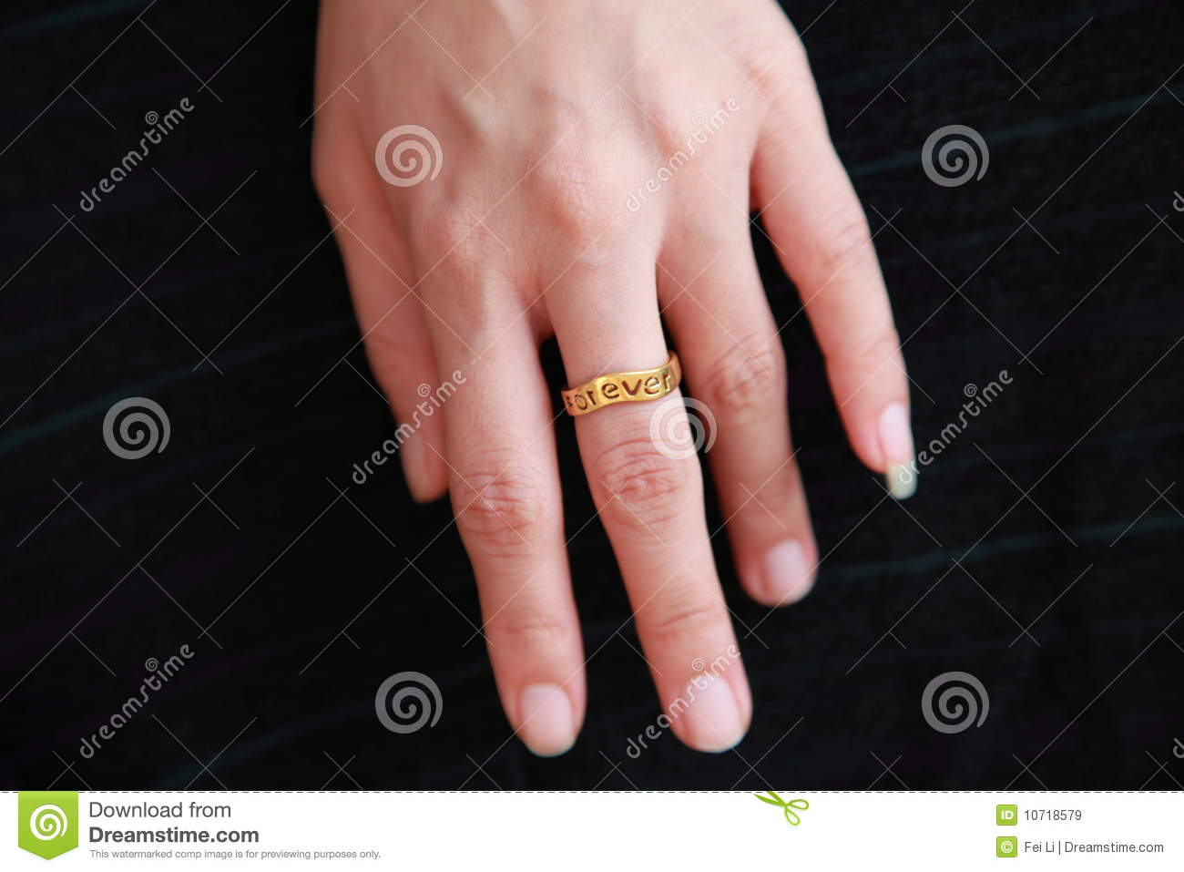 Wedding Ring On A Hand Royalty Free Stock Images