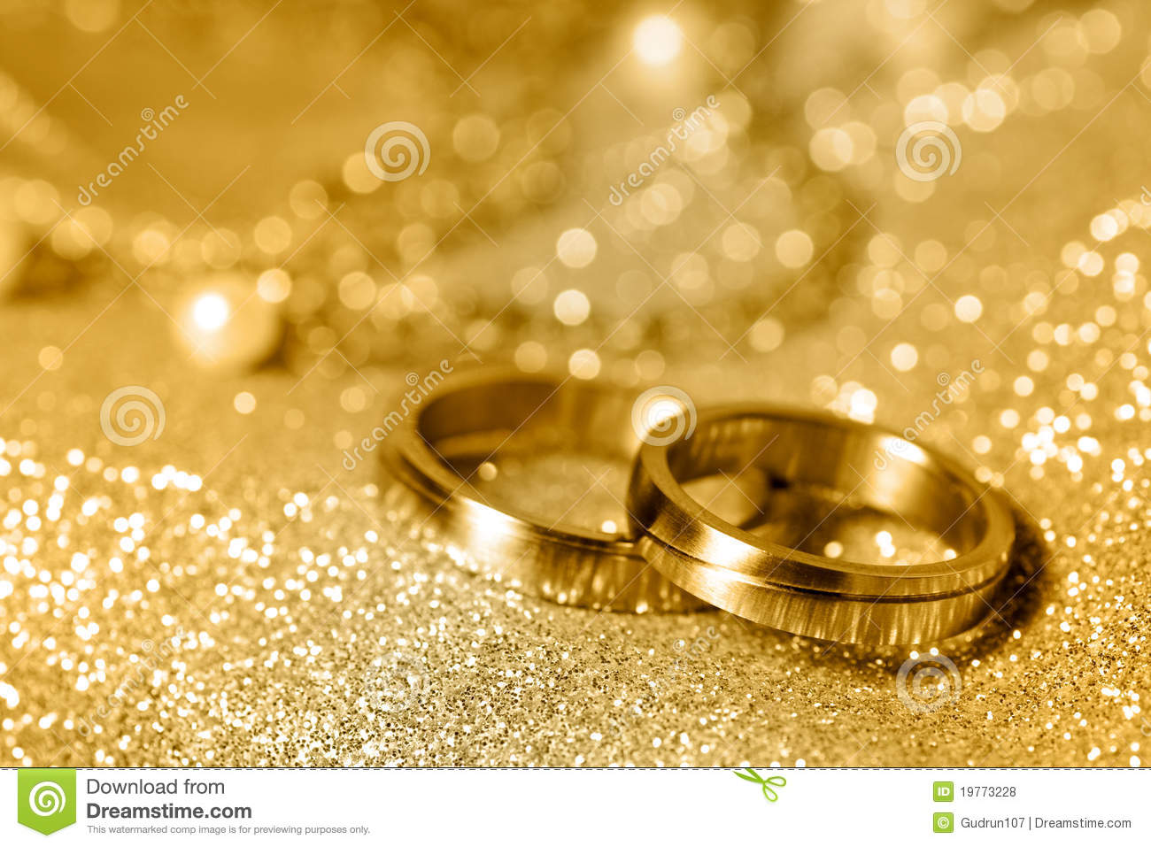 Wedding Rings In Gold Royalty Free Stock Photos