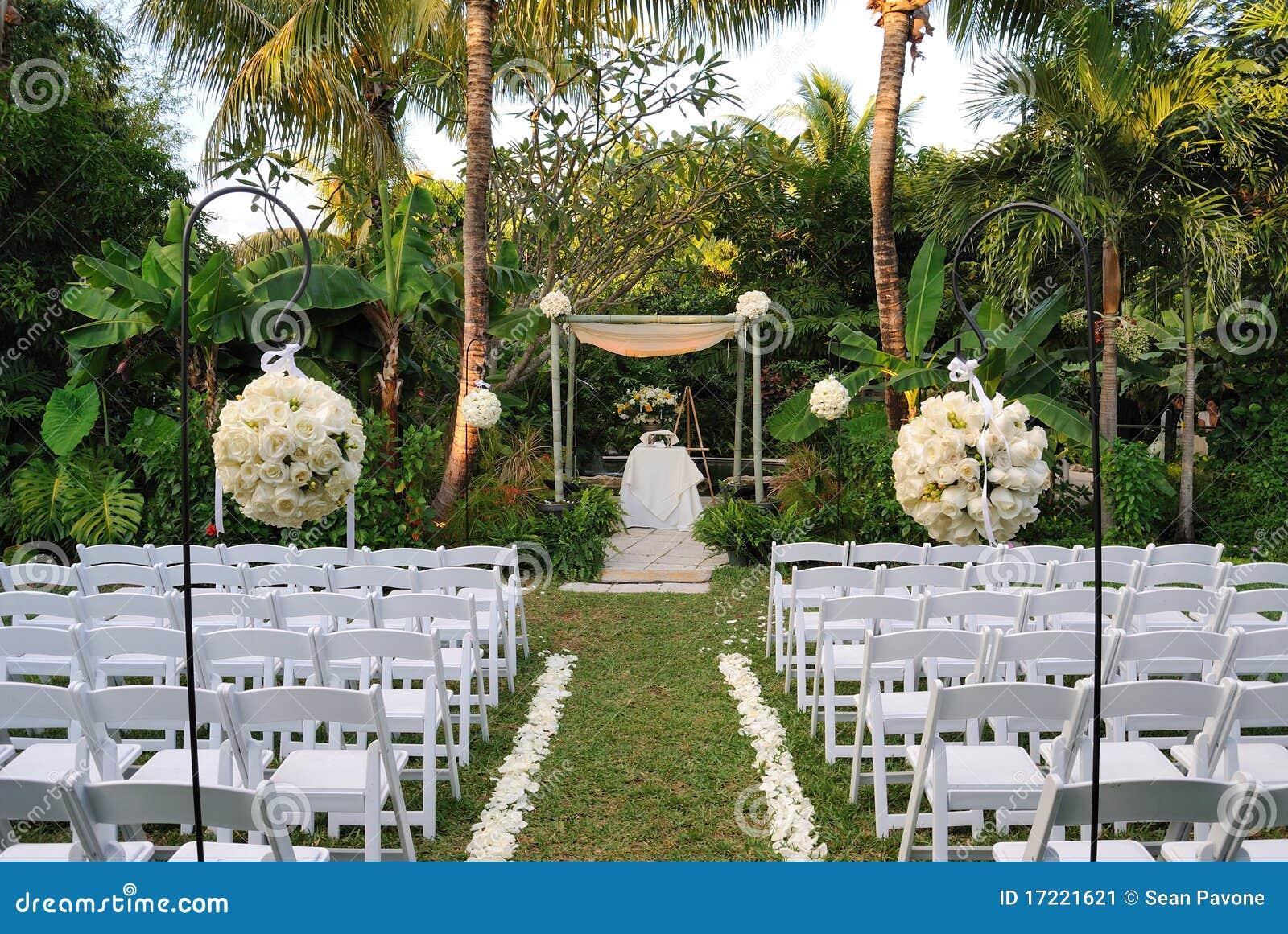 wedding-scene-17221621.jpg