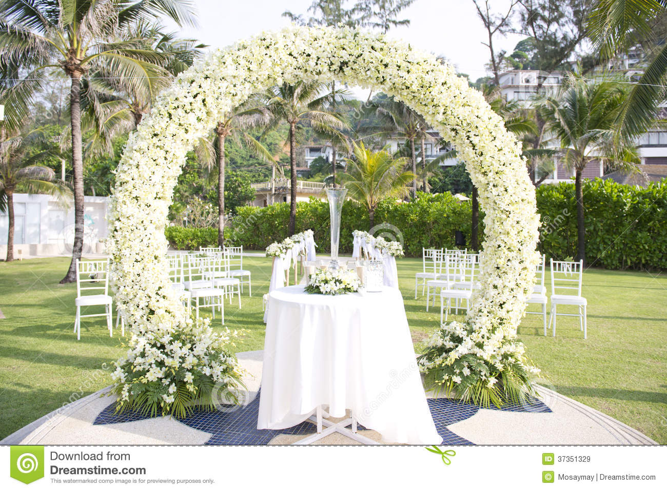 Wedding set up in garden inside beach royalty free stock images image 37351329 - Deco mariage dans un jardin orleans ...