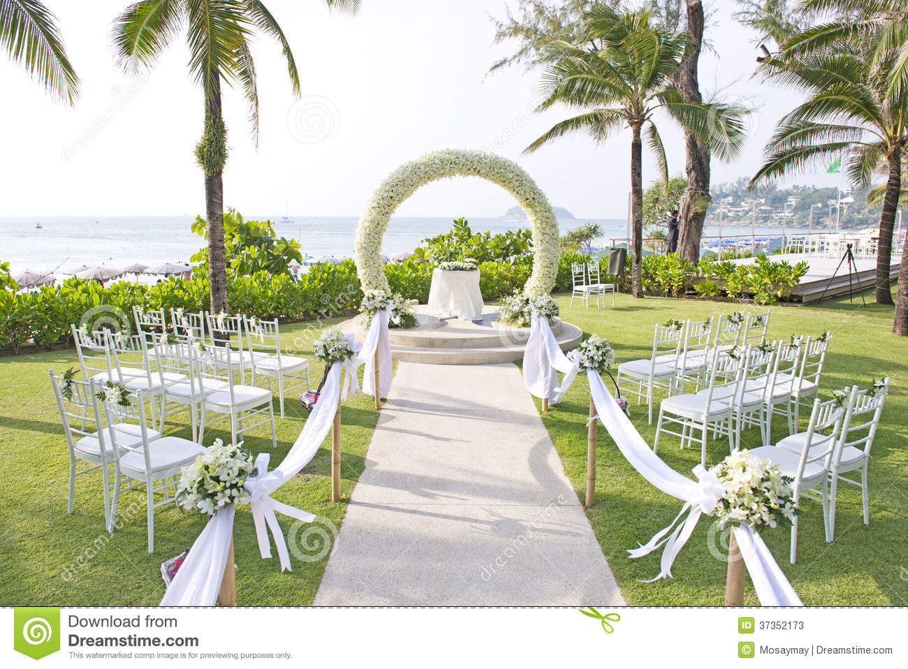 Wedding set up in garden inside beach stock image image for Au jardin singapore wedding