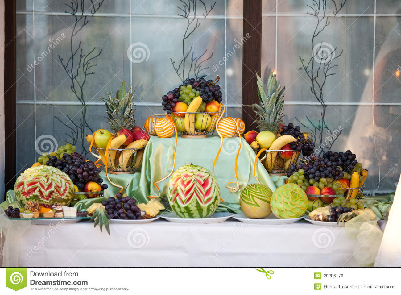 Wedding table decoration with fruits royalty free stock for Decoration mariage table