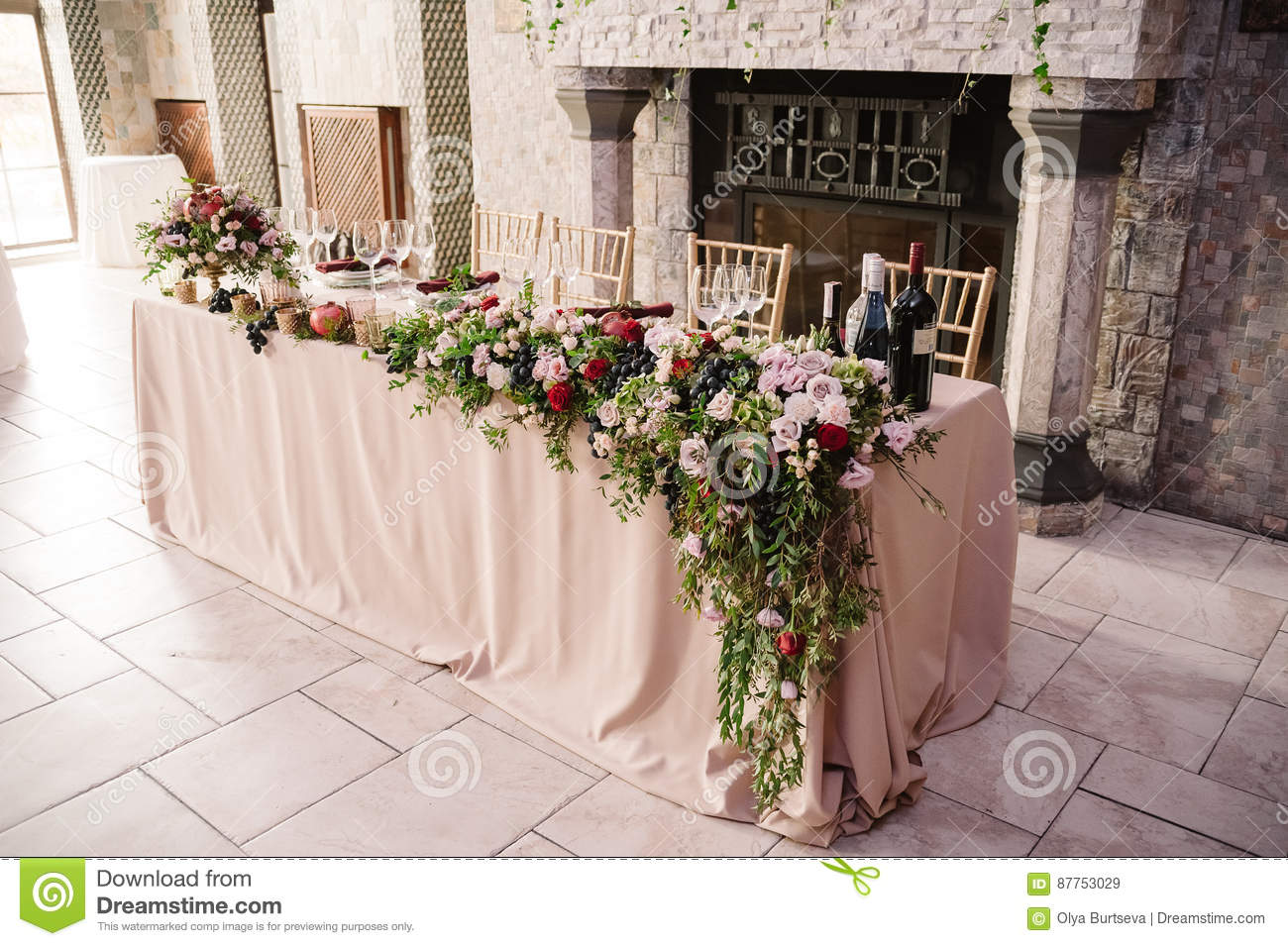 Wedding table decoration with the pink flowers grape and greenery download wedding table decoration with the pink flowers grape and greenery for the fiance and junglespirit Gallery