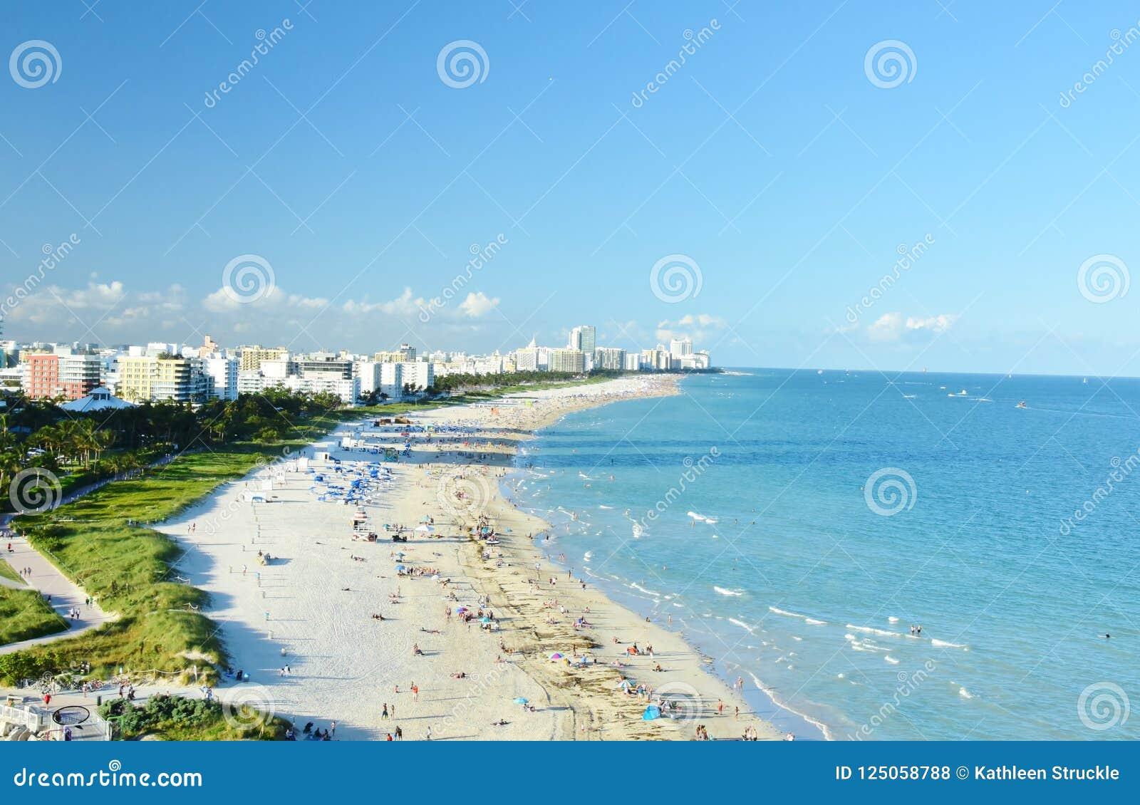 Wedijvert van het Strand Florida de V.S. van Miami uit cruiseschip dat wordt genomen