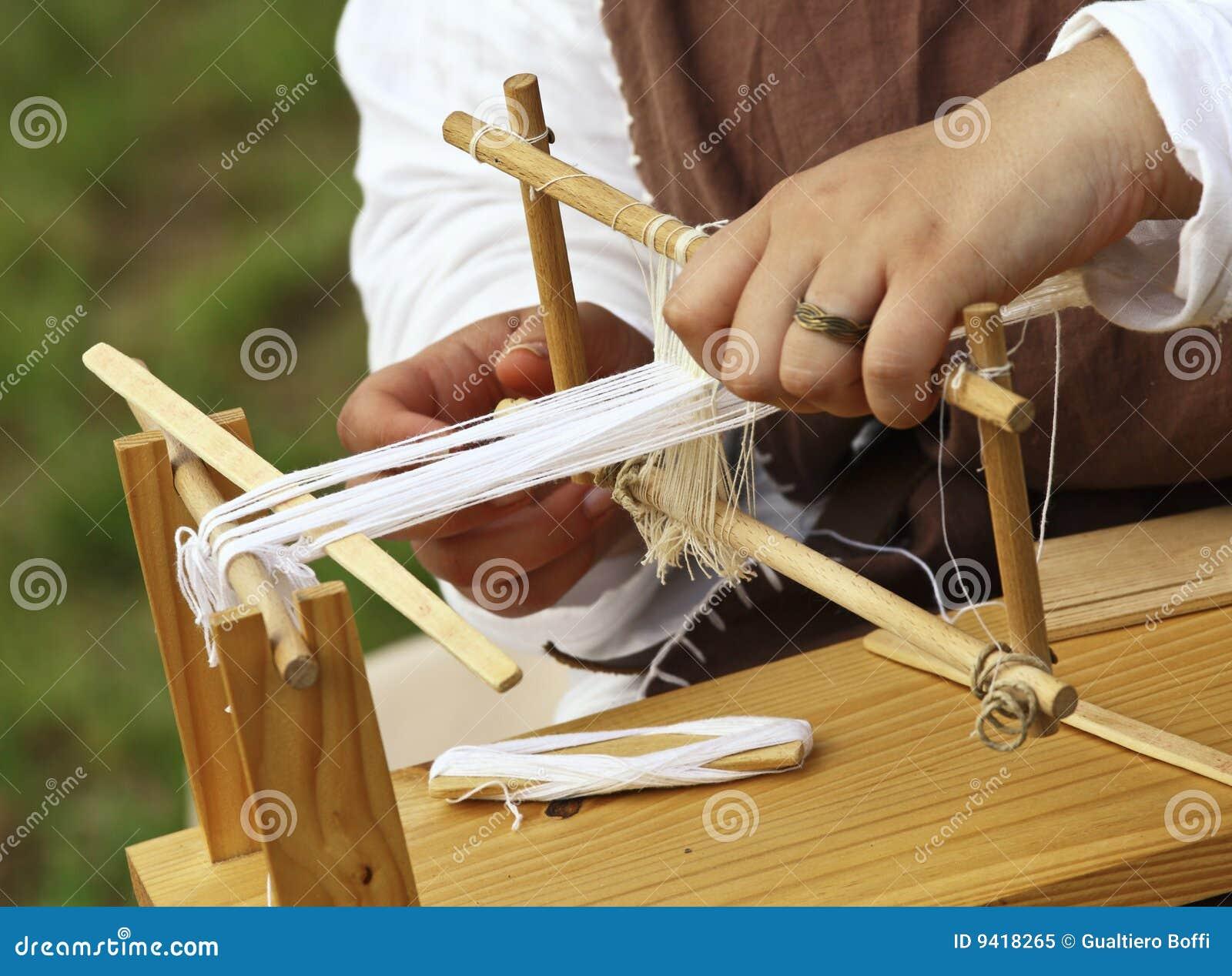 Weefgetouw en handen