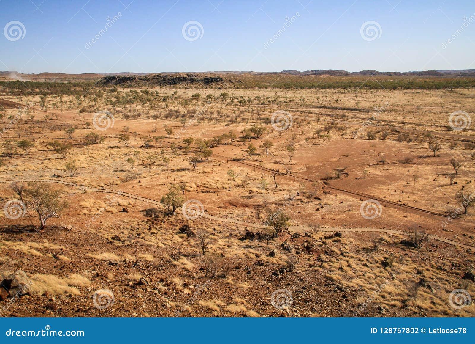 Weergeven op de woestijn van de Fossiele Plaats van Riversleigh, Savannah Way, Queensland, Australië
