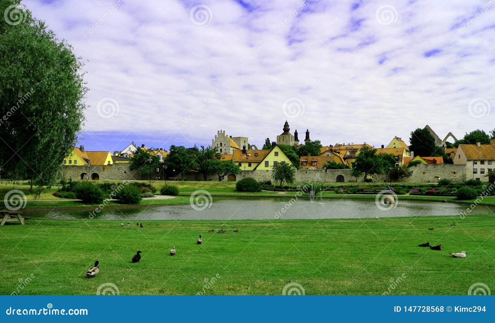 Weergeven over Almedalen, een park in Visby Gotland, Zweden