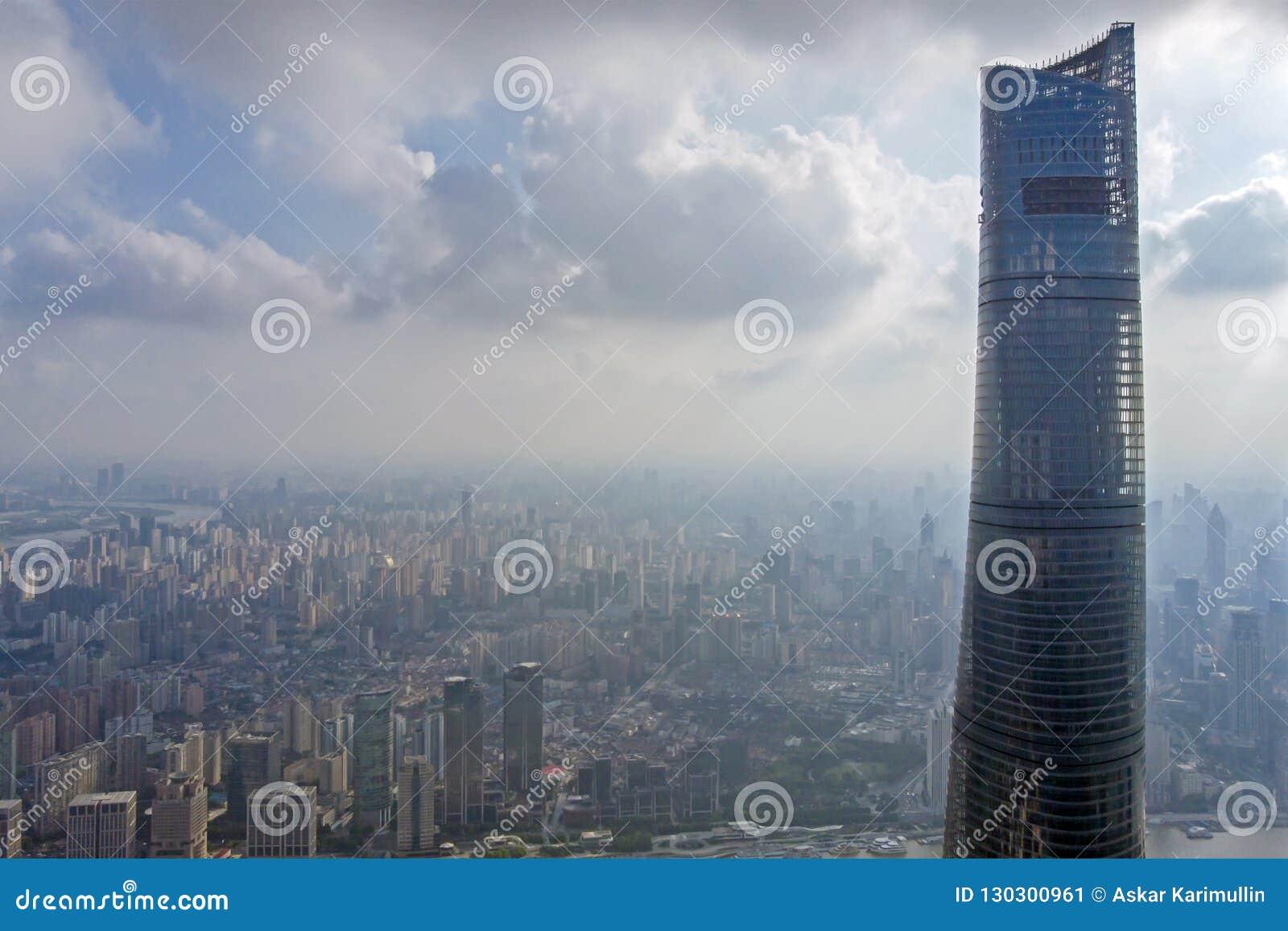 Weergeven tot Bovenkant van de Toren van Shanghai en de Horizon van Shanghai