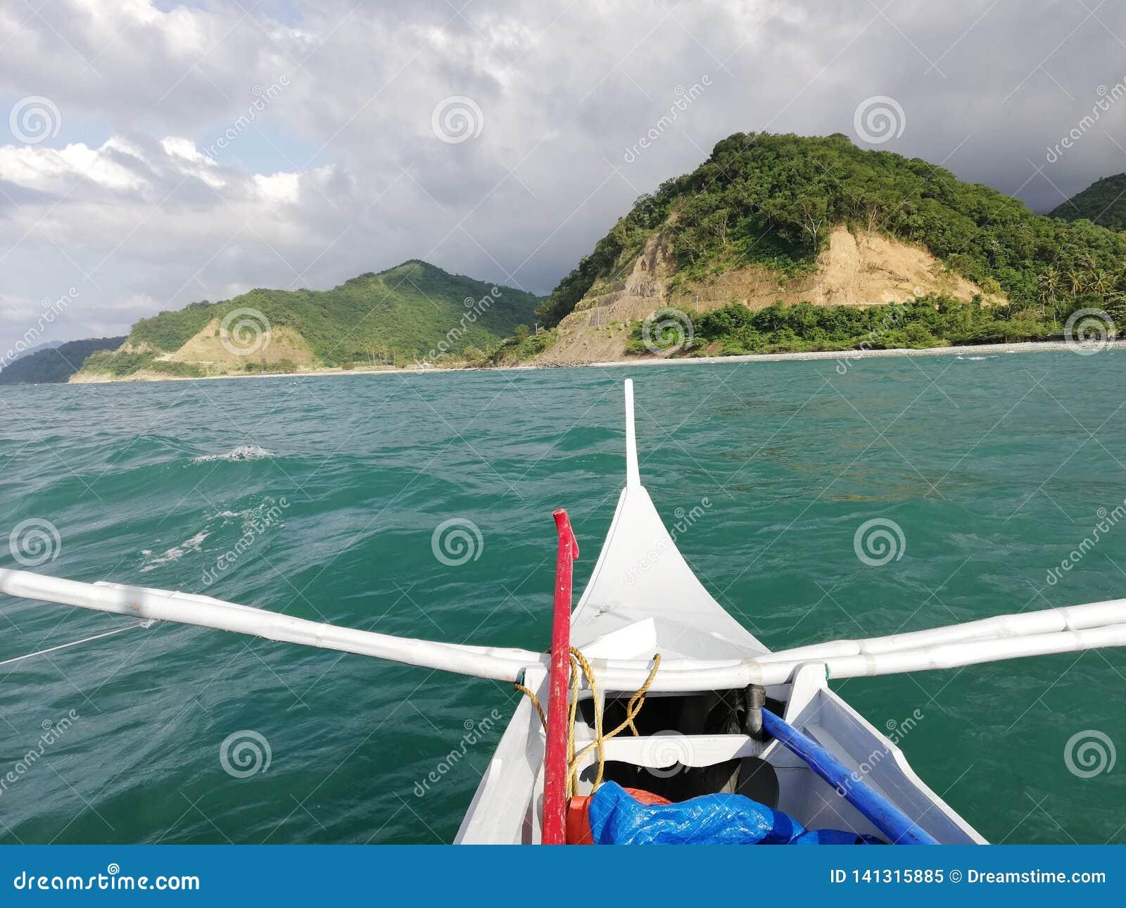 Weergeven van banka wanneer het reizen naar ver deel van Abra de Ilog op Mindoro, Filippijnen