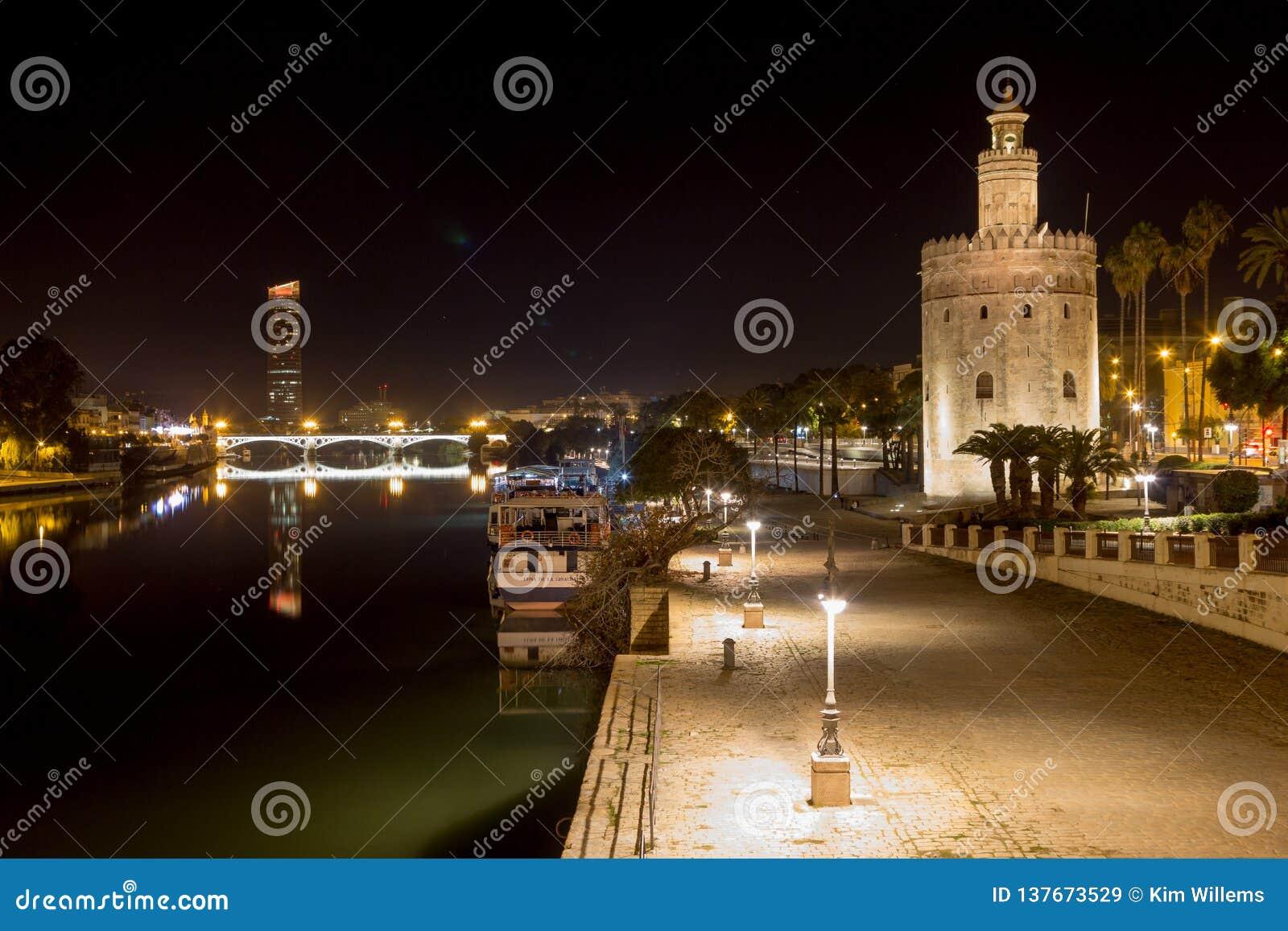 Weergeven van de Guadalquivir met avondbezinningen