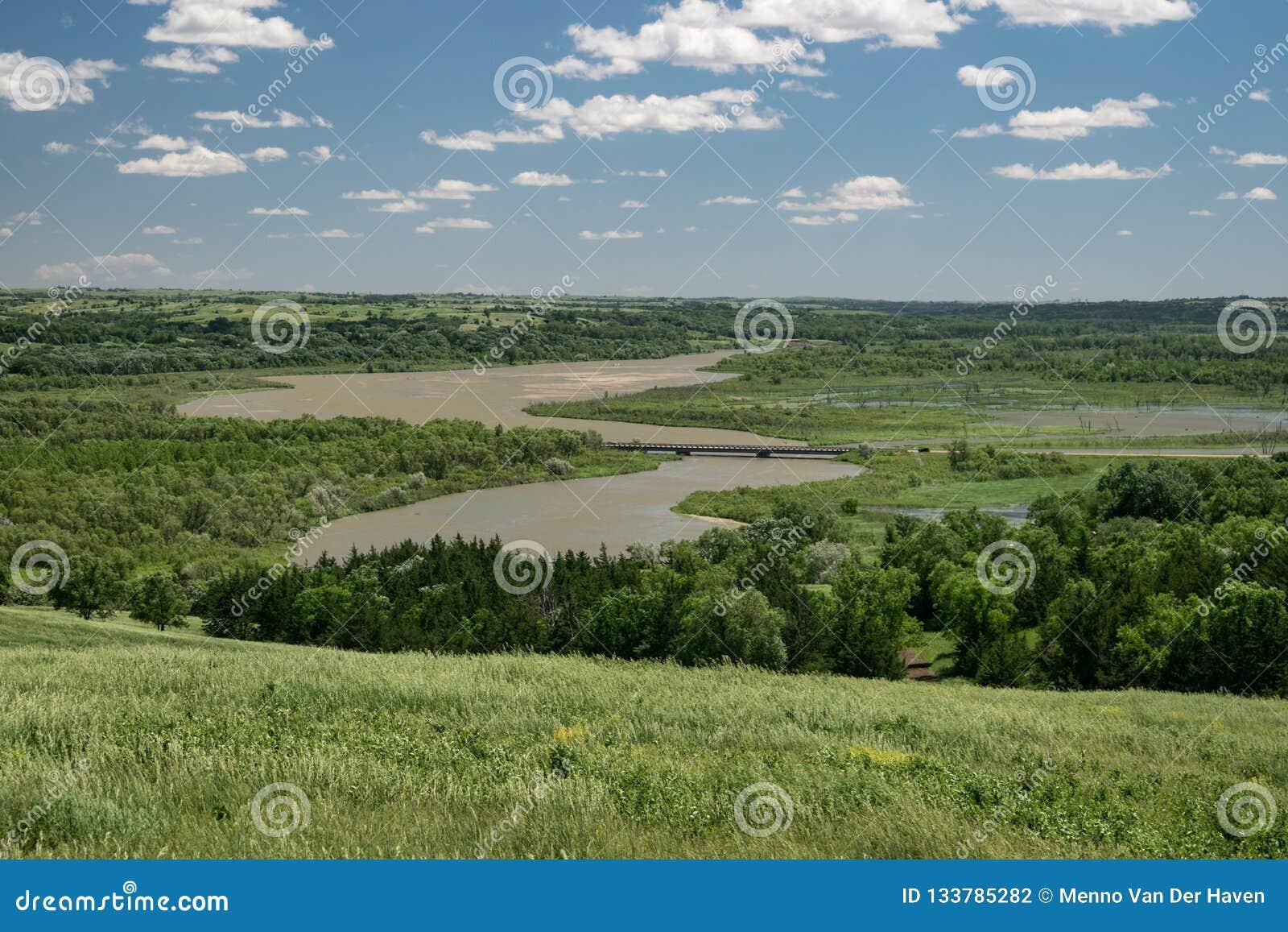 Weergeven van de rivier van Missouri van een heuvel in Niobrara-het park van de staat, Nebraska