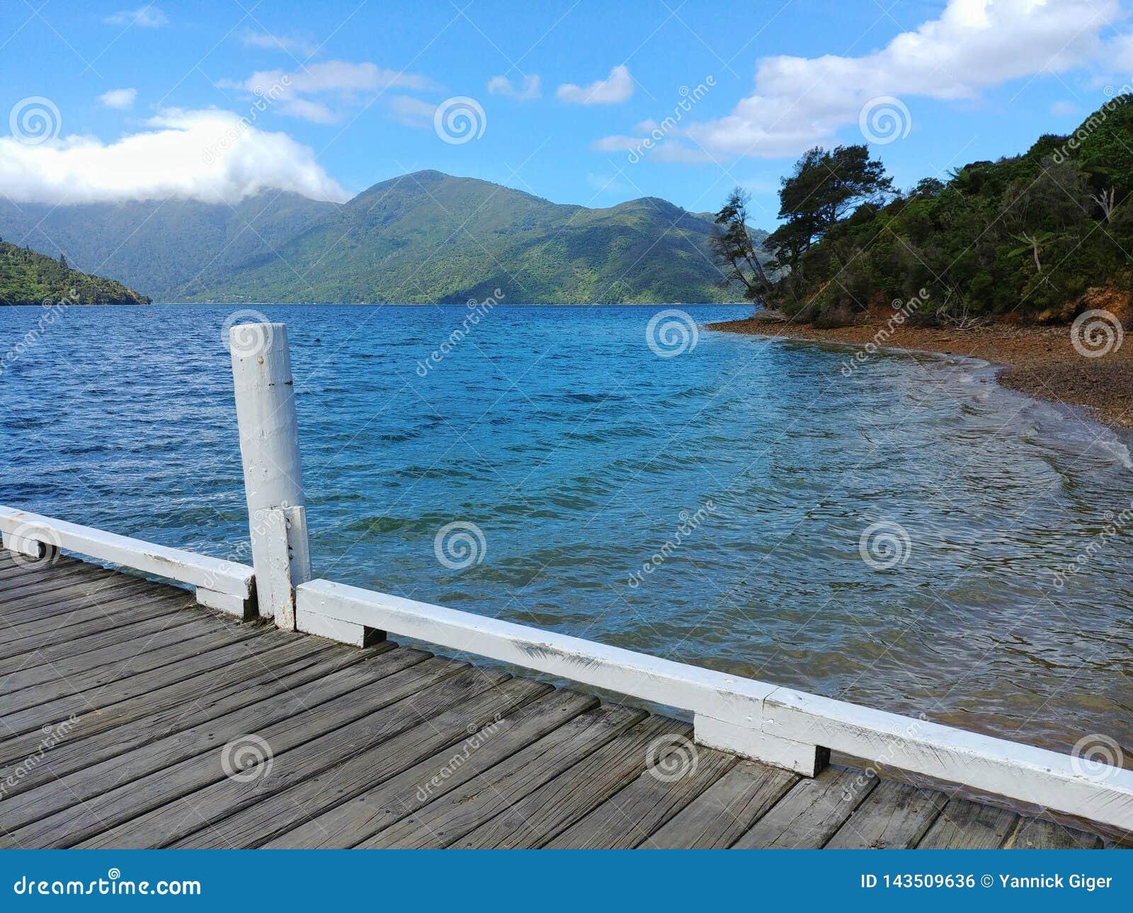 Weergeven van een pijler bij Koningin Charlotte Sound, Marlborough, Nieuw Zeeland