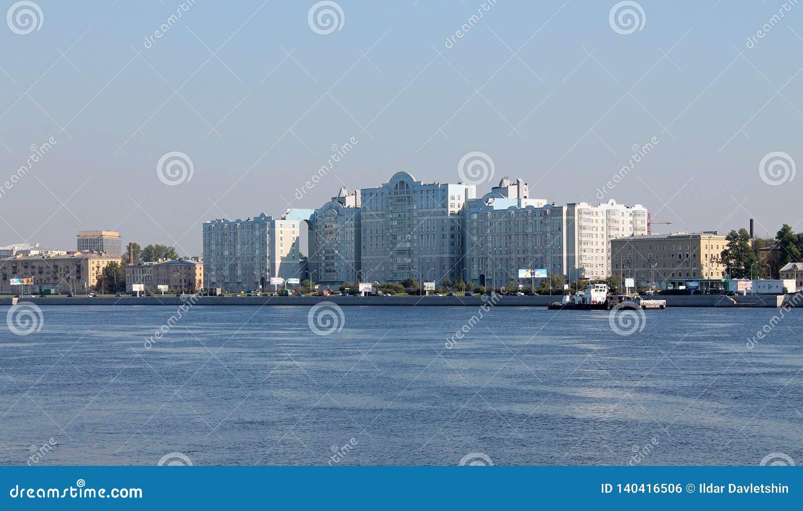 Weergeven van Maloohotskaya-dijk St Petersburg