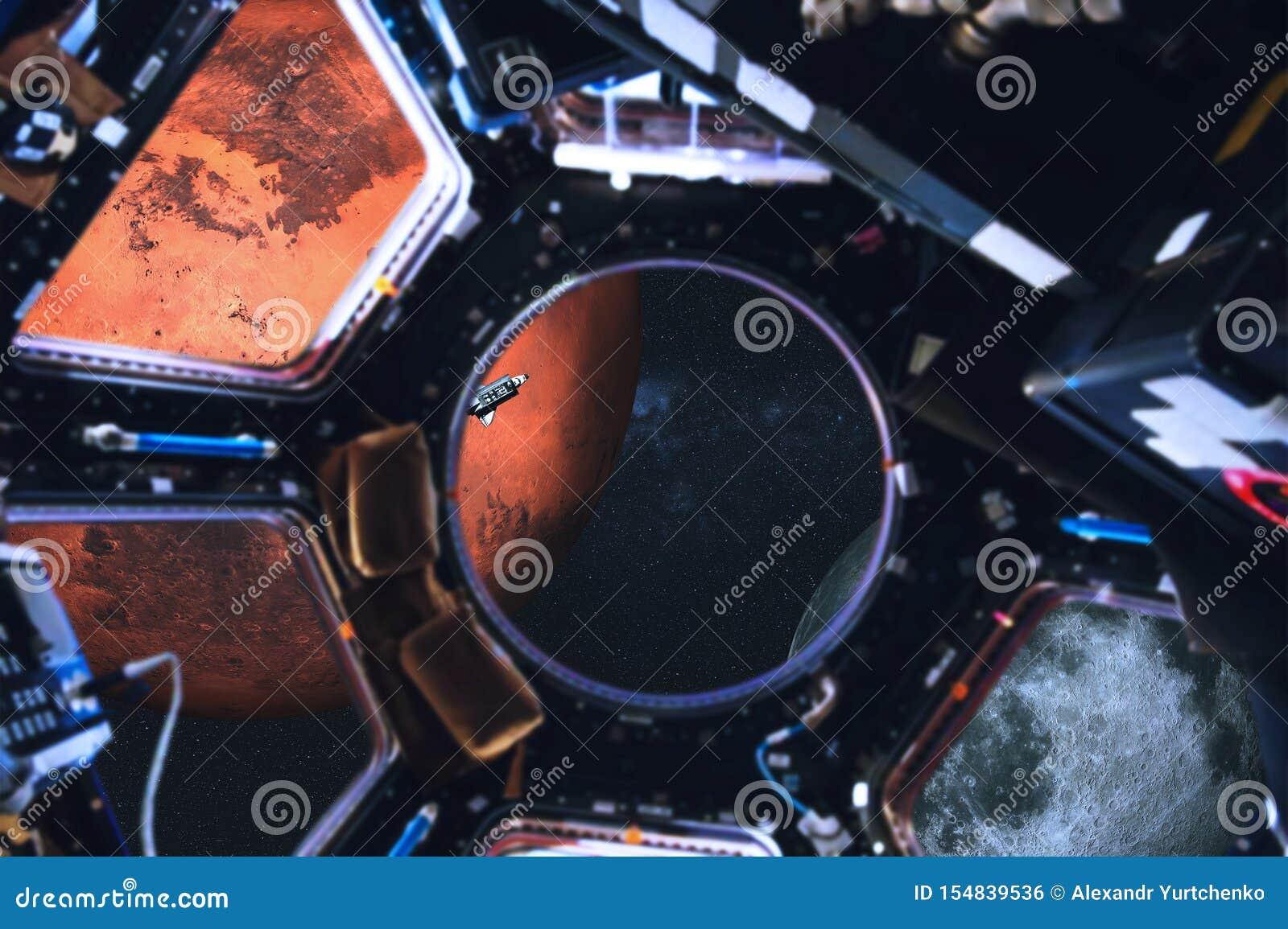 Weergeven van ruimteveer en Zonnestelselplaneten van ruimtestation