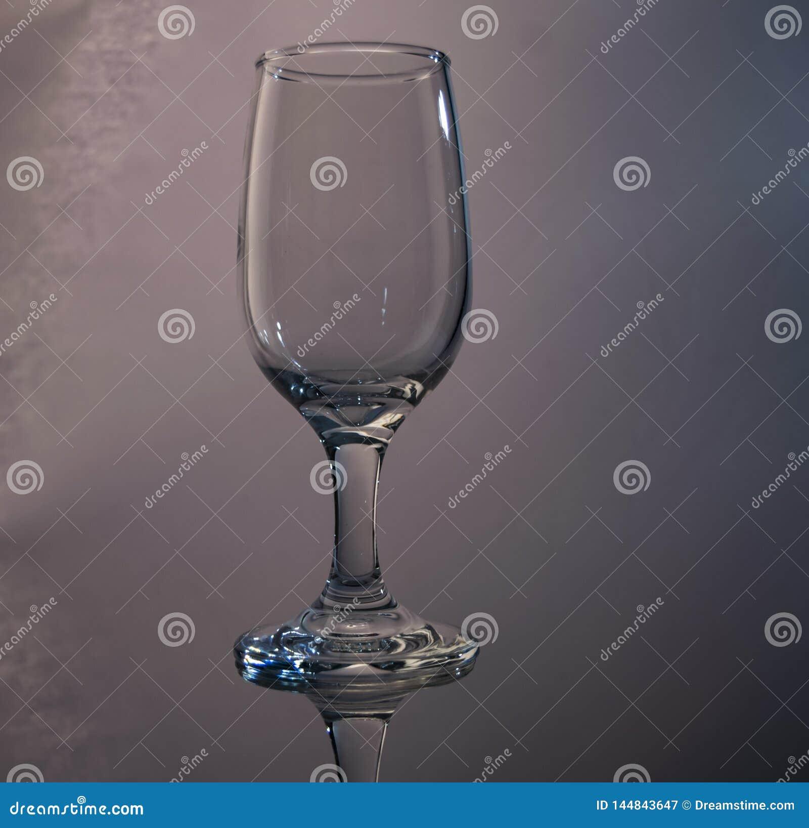 Weerspiegelend wijnglas