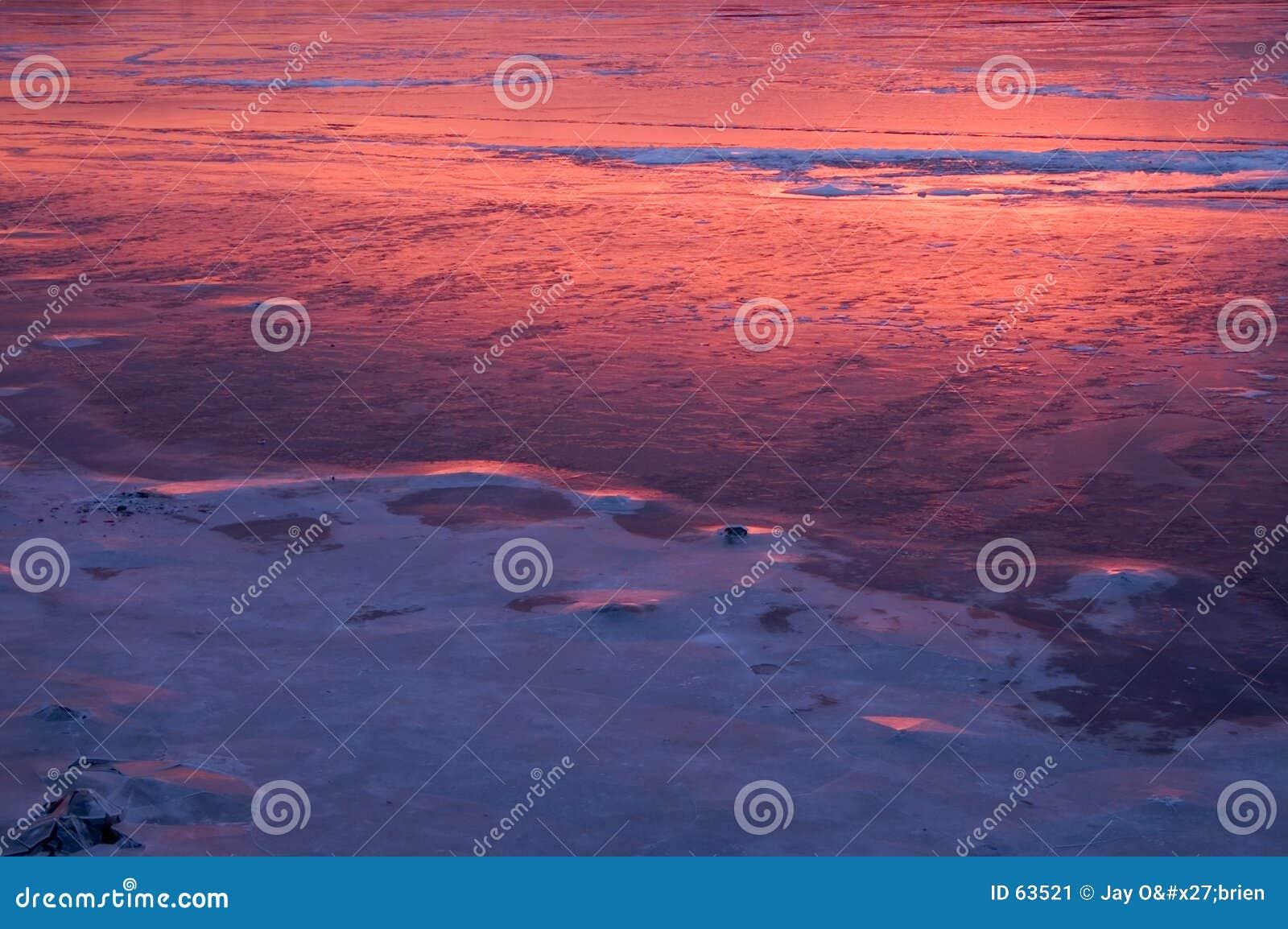 Weerspiegelende zonsopgang