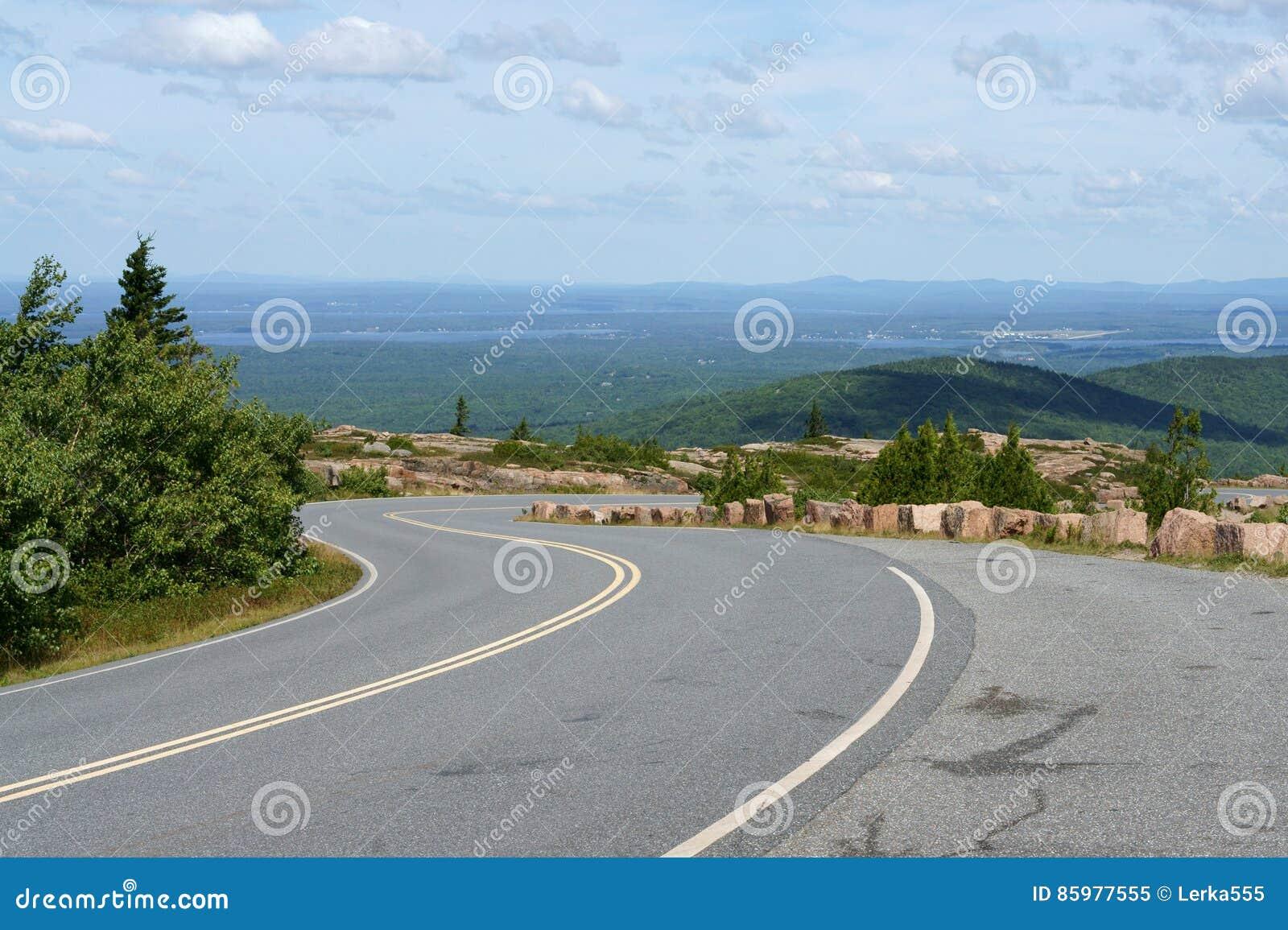 Weg aan het Nationale Park van Acadia op Cadillac-Berg