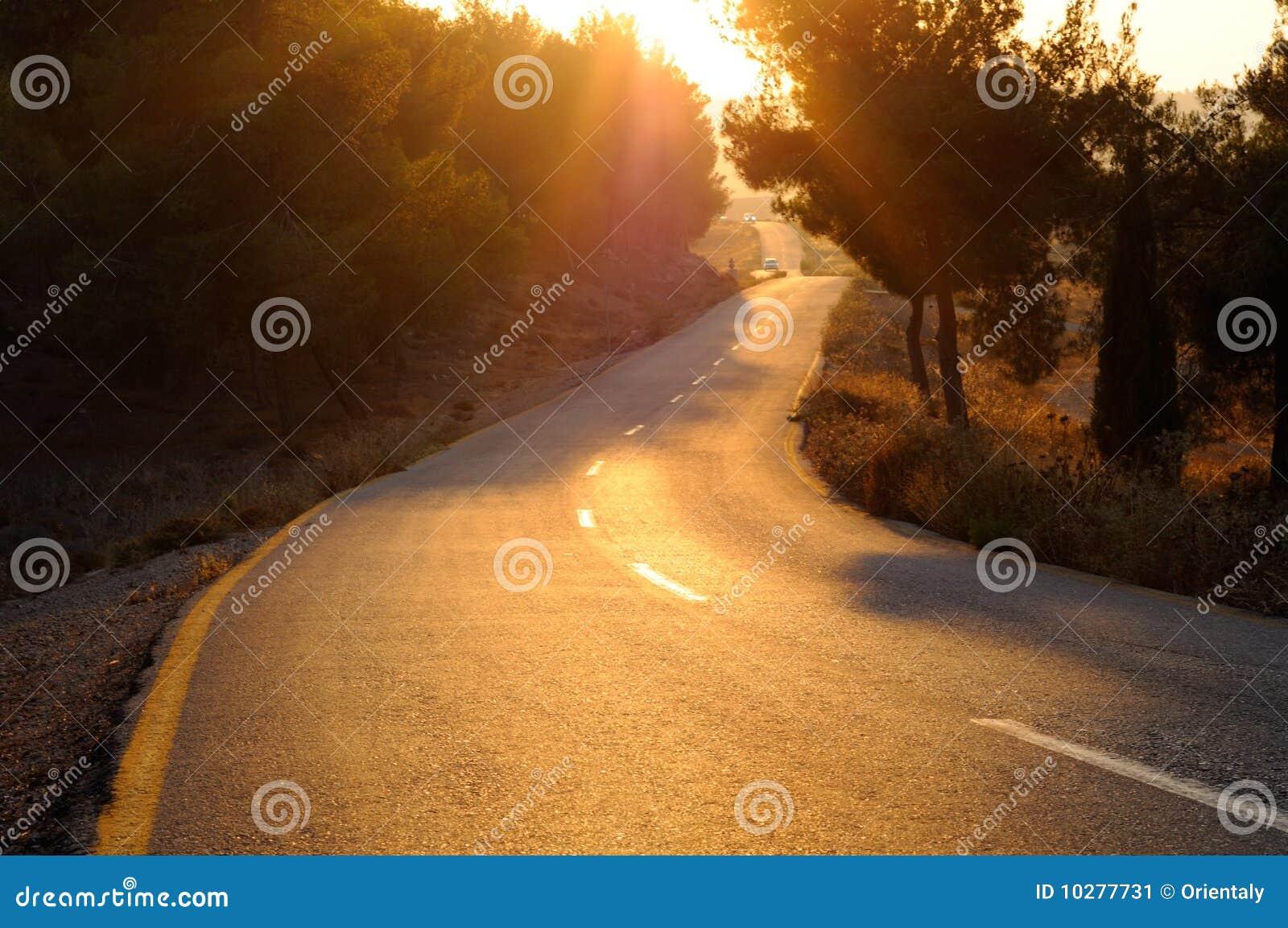 Weg bij zonsondergang