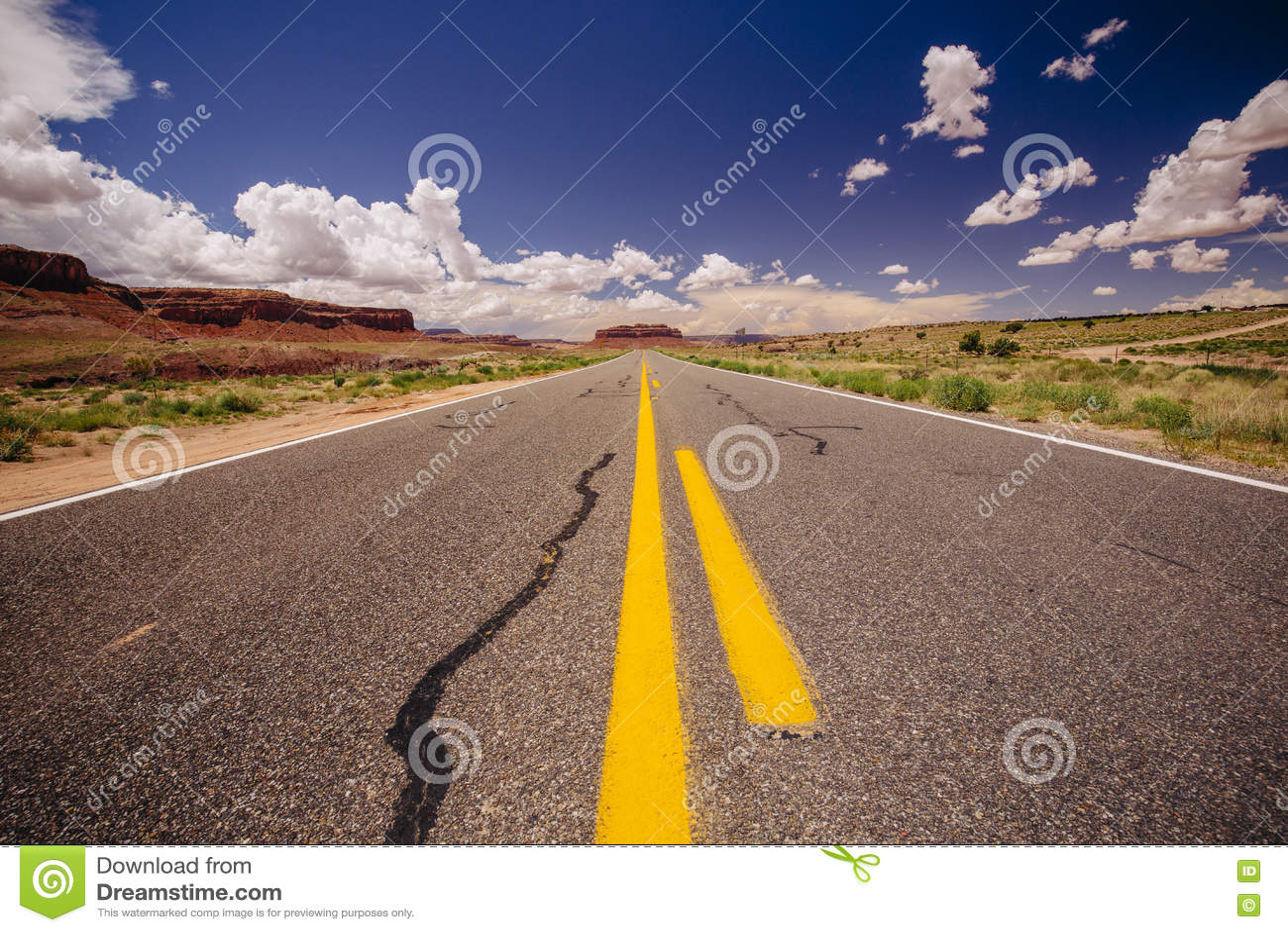 Weg 163, een eindeloze weg, Agathla-Piek, Arizona, de V.S.