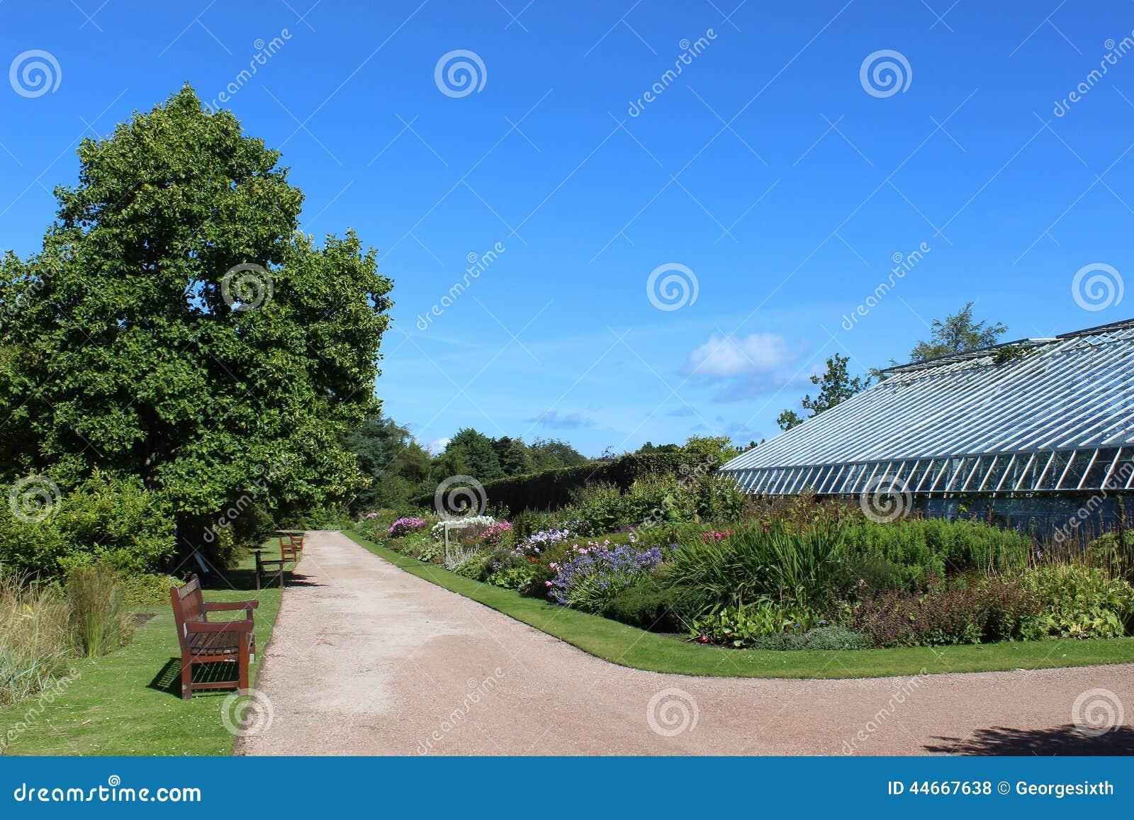 Weg en serre St Andrews Botanic Garden Fife
