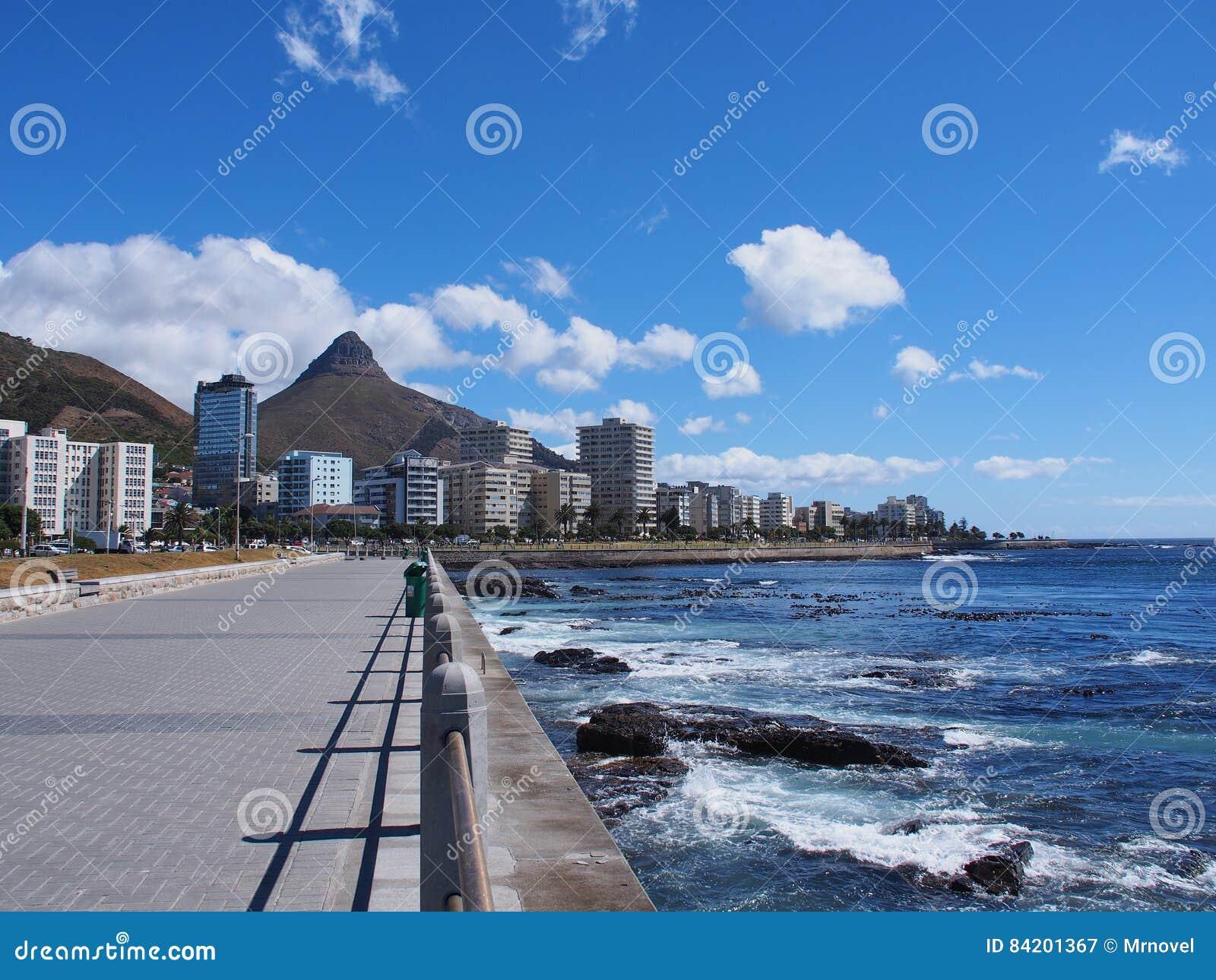 Weg naast het overzees in Cape Town, Zuid-Afrika