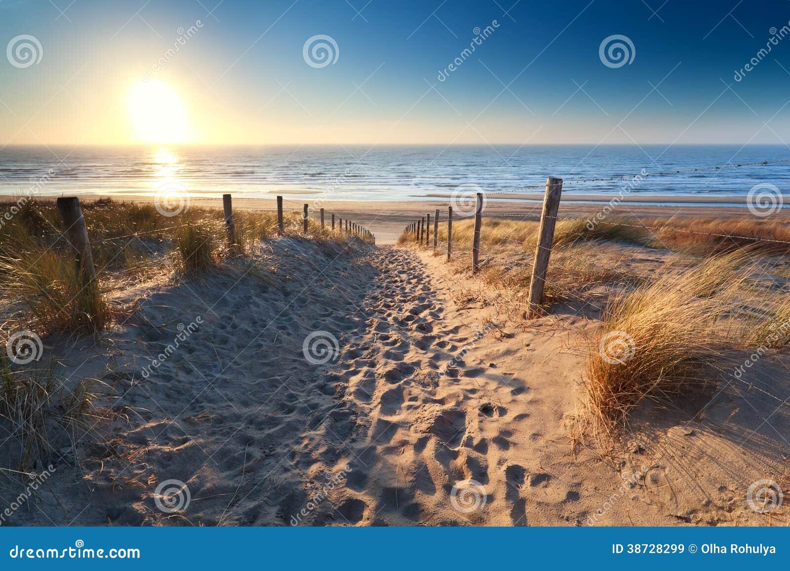 Weg, zum des Strandes in der Nordsee zu versanden
