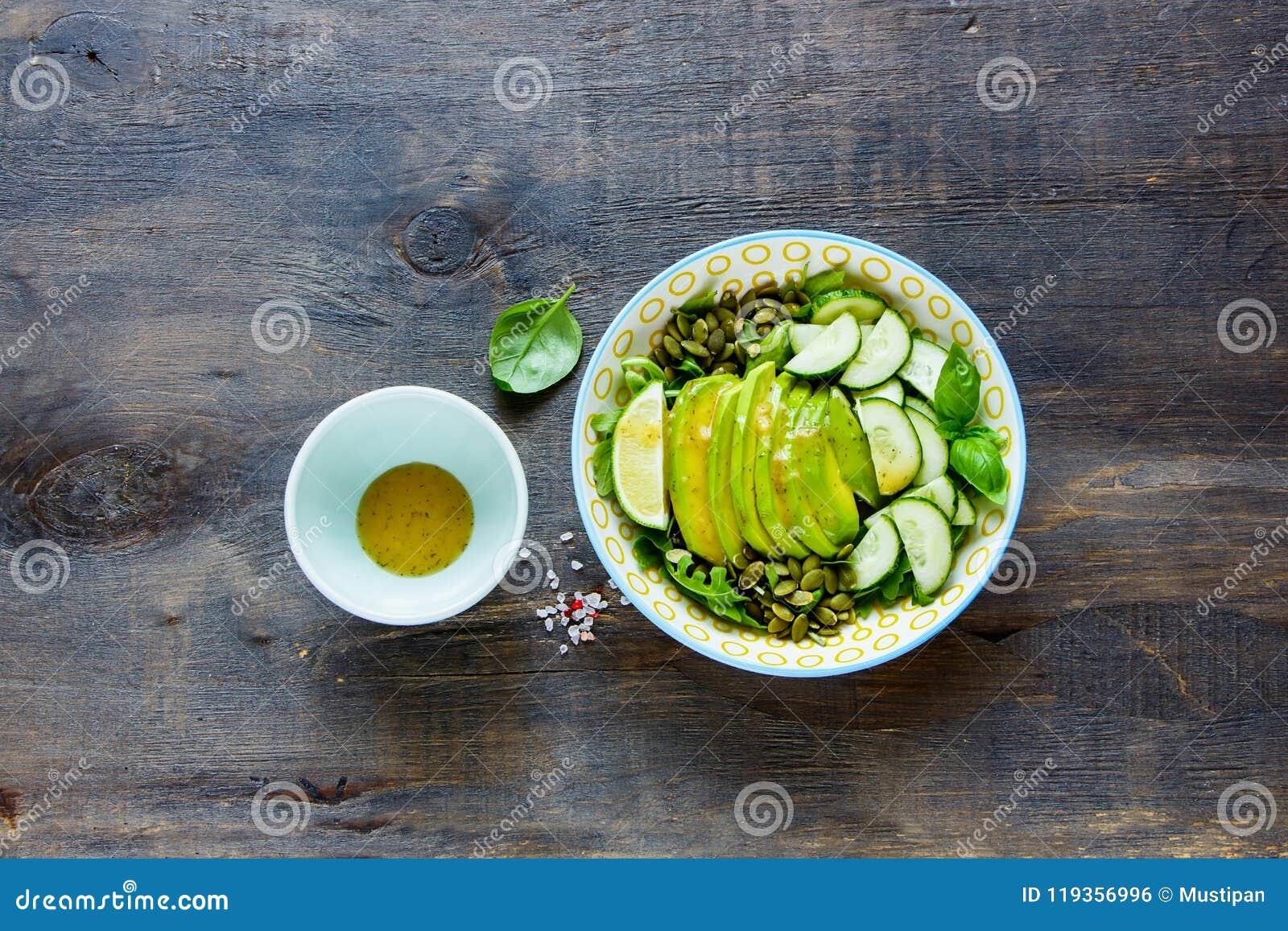 Weganin zielona sałatka