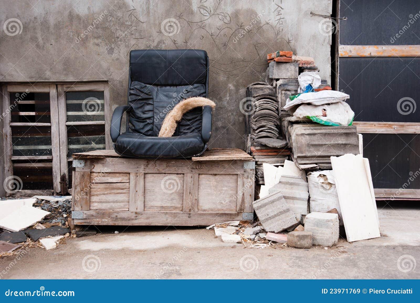 Weggegooid naar huis meubilair