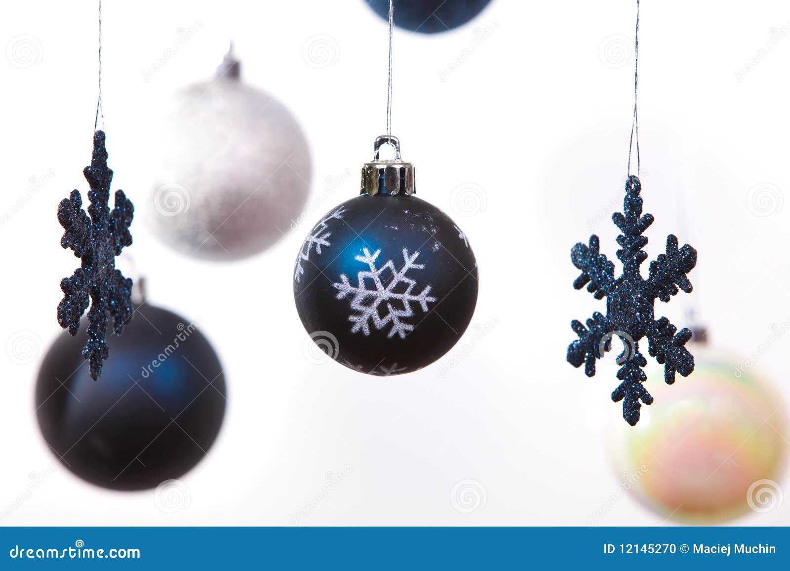 wei silber und blaue weihnachtskugeln stockfoto bild. Black Bedroom Furniture Sets. Home Design Ideas