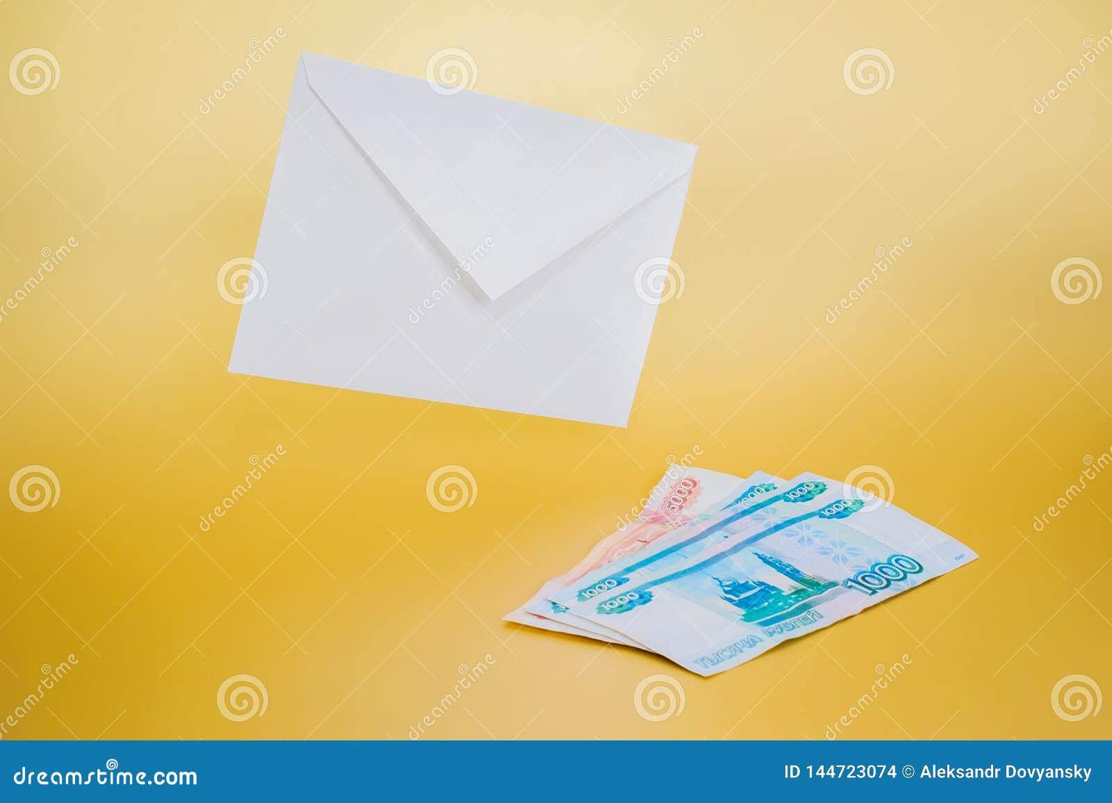 Weißbuchumschlag und -geld auf einem einfachen Hintergrund